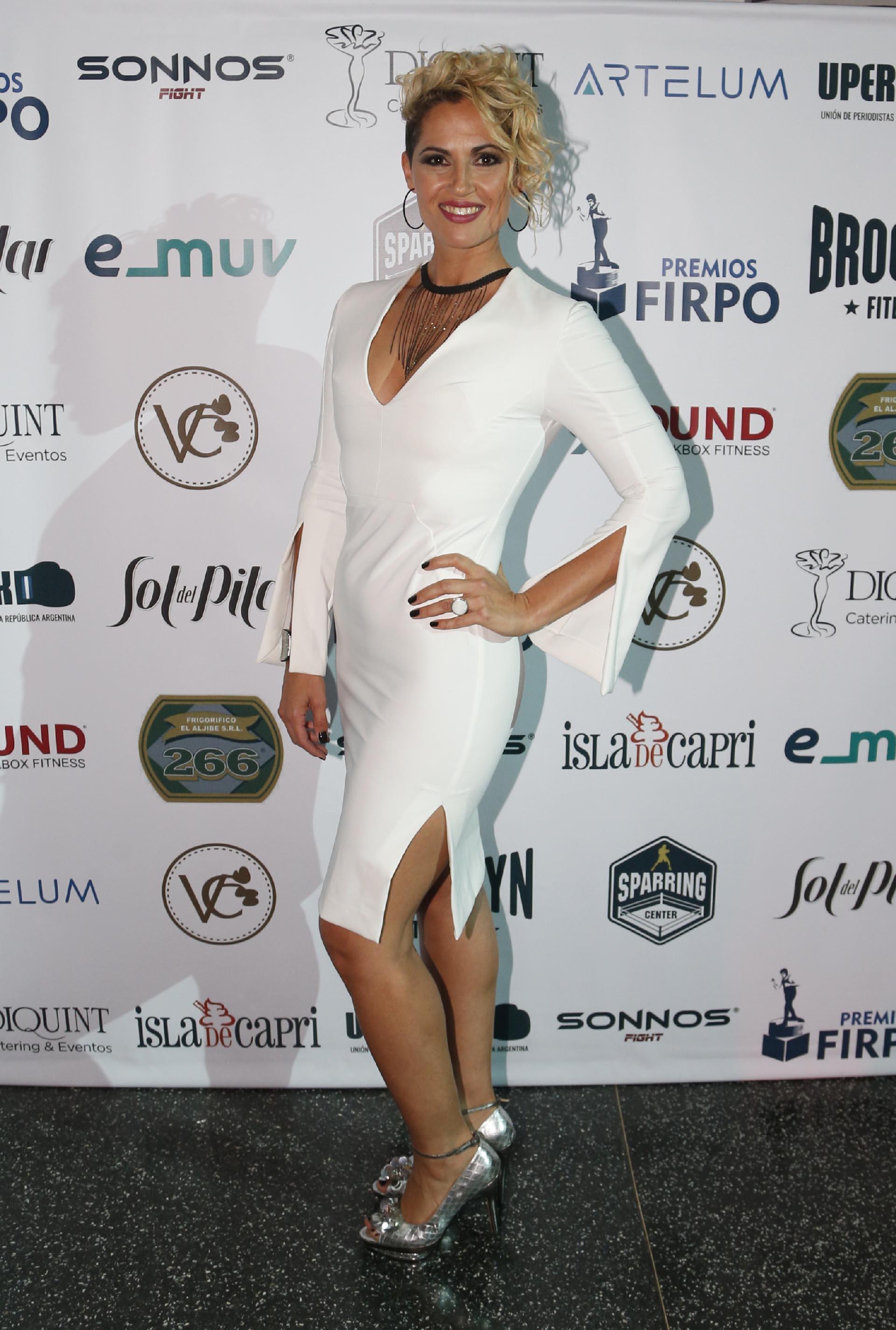 Silvana Carsetti, conductora del evento y un símbolo del boxeo local