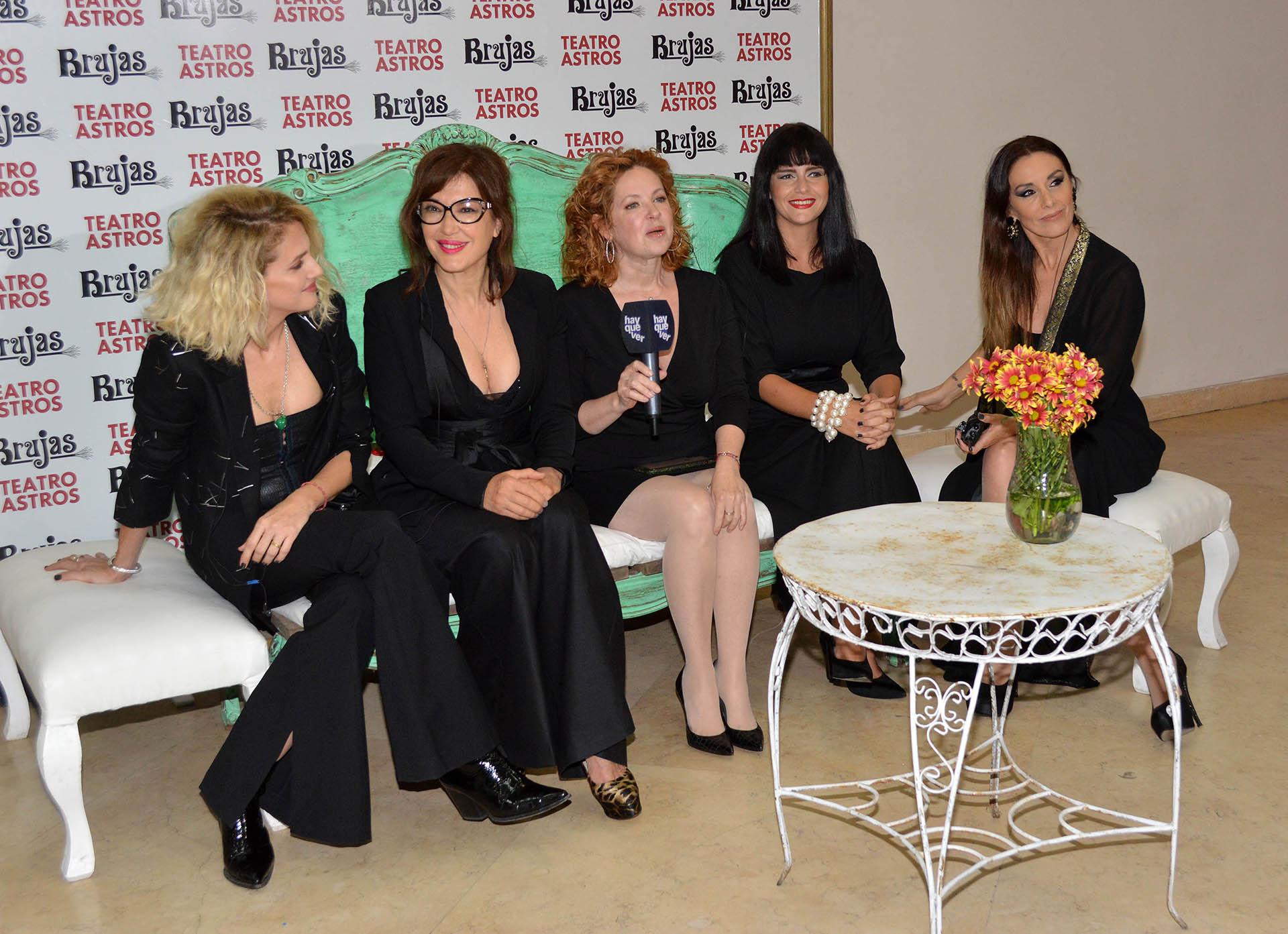 El espectáculo cuenta con la actuación de Leonora Balcarce, Andrea Bonelli, Andrea del Boca, Romina Richi y Viviana Saccone
