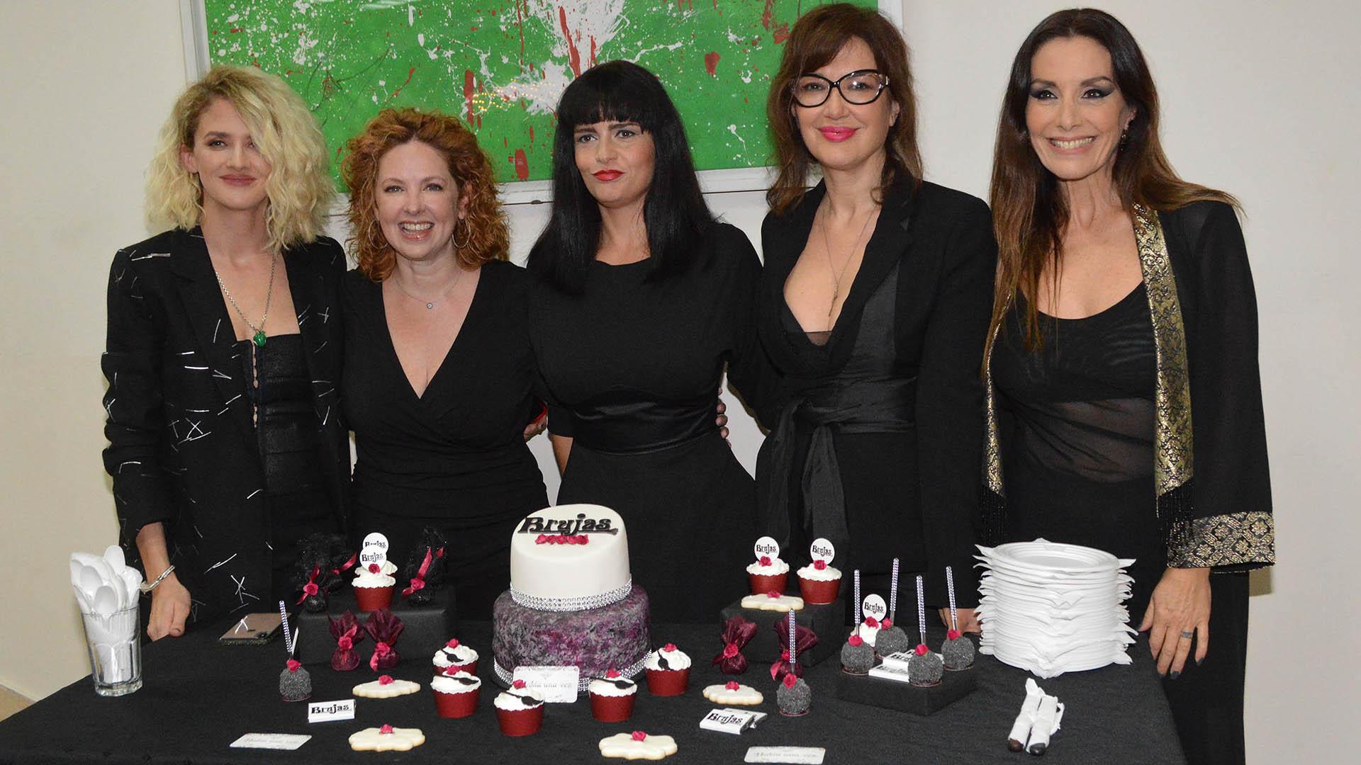 Las estrellas de la obra que interpretan a cinco mujeres que fueron amigas durante el ciclo escolar