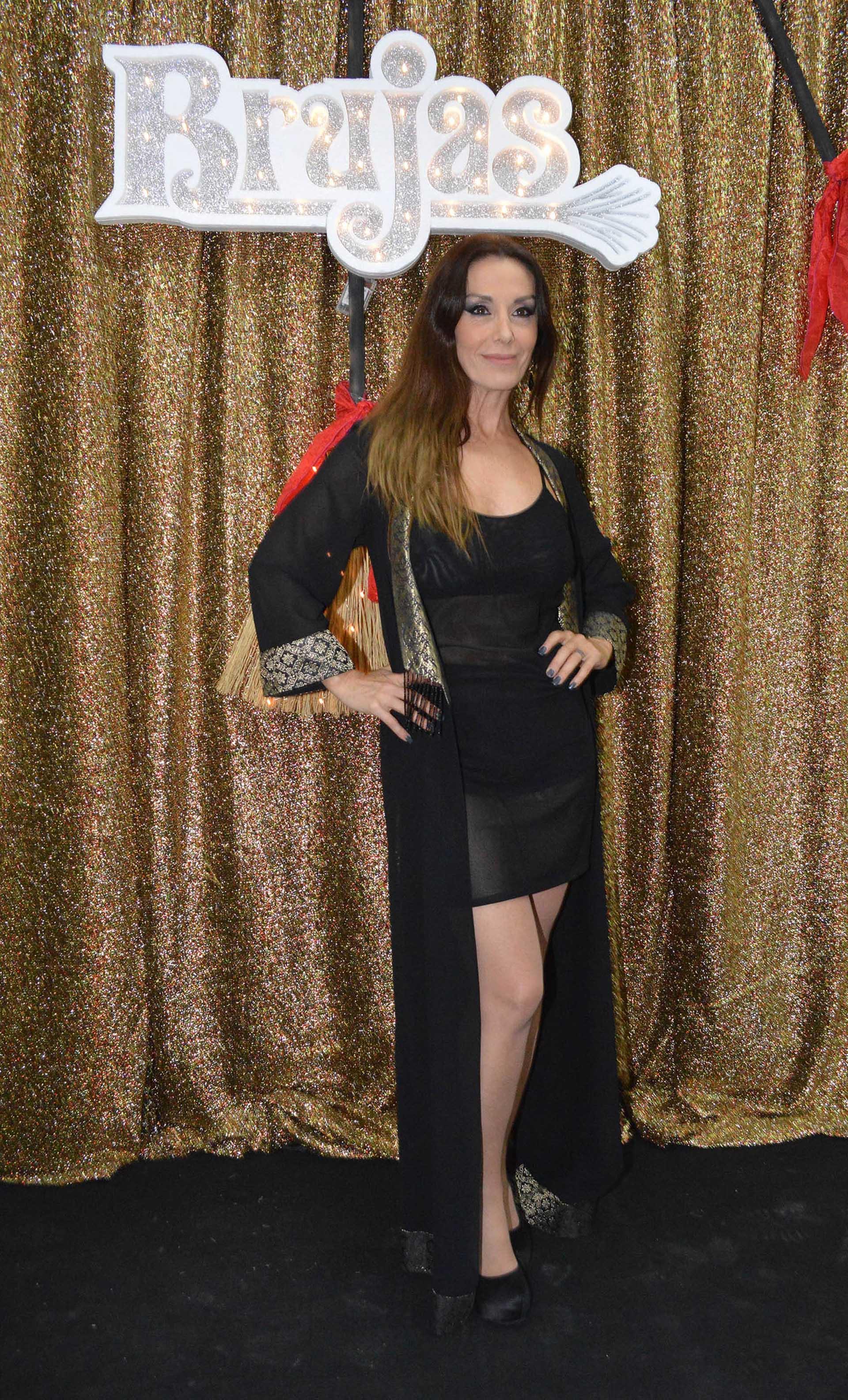 Viviana Saccone con su vestuario de bruja
