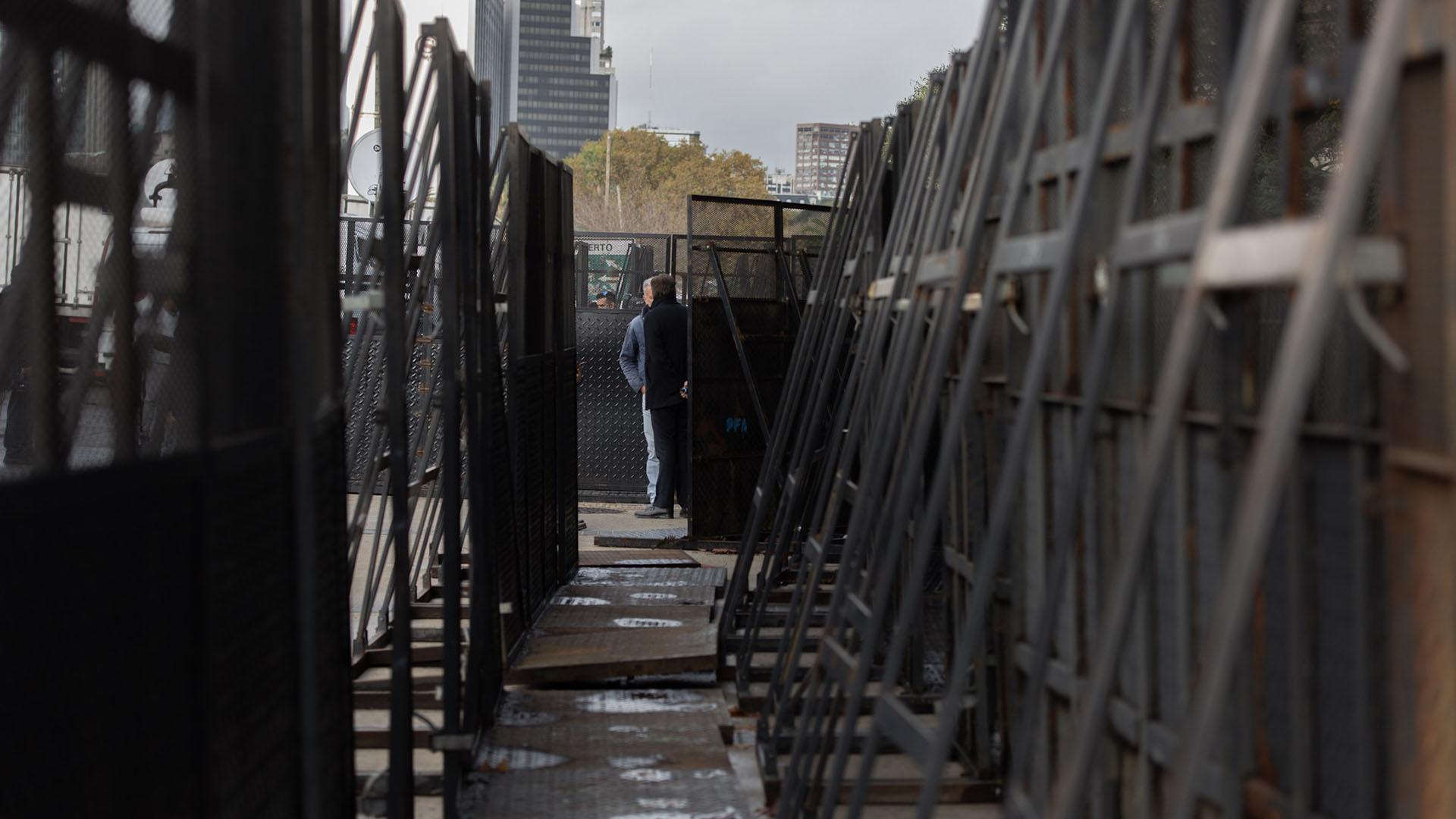Se montó un vallado de seguridad ante la probabilidad de que lleguen más militantes a Retiro