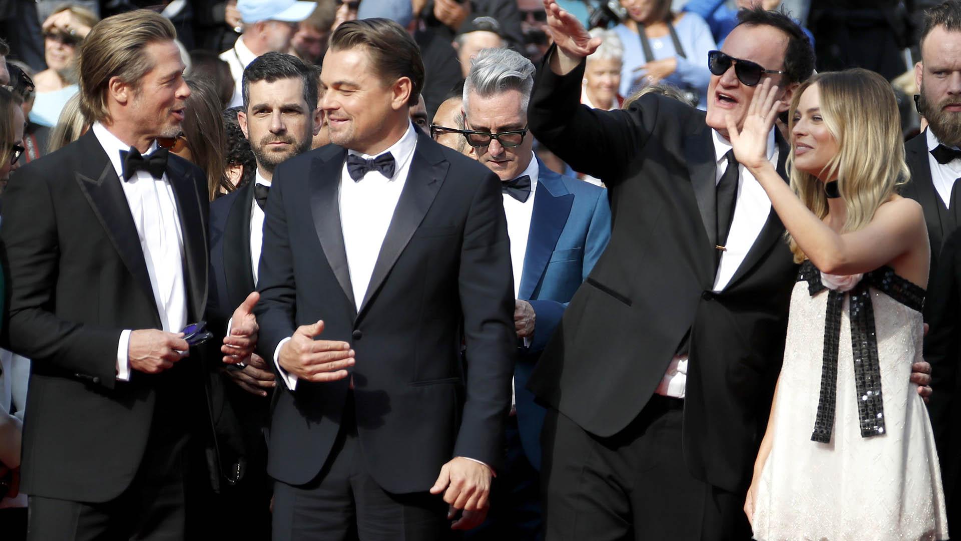 Brad Pitt, Leonardo DiCaprio, Tarantino y Margot Robbie saludan a sus fanáticos
