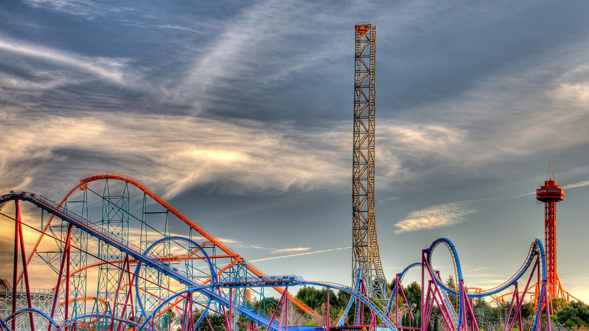 La montaña Lex Luthor del parque Six Flags cuenta con una caída de 120 metros
