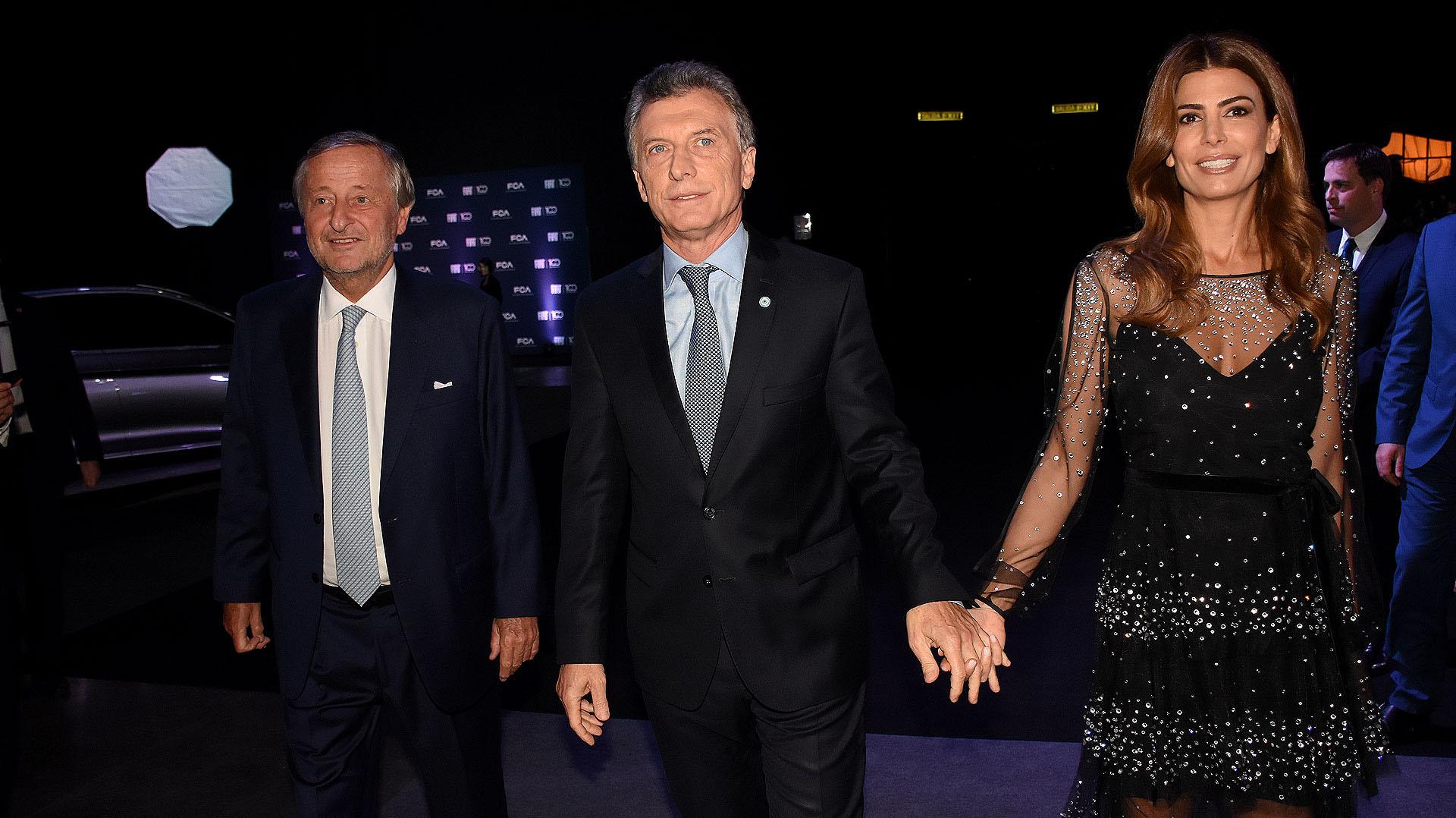 La llegada del presidente Mauricio Macri y la primera dama, Juliana Awada, a la cena conmemorativa por los 100 años de Fiat en la Argentina, donde fueron recibidos por Cristiano Rattazzi, presidente de Fiat Chrysler Automobiles (FCA) Argentina