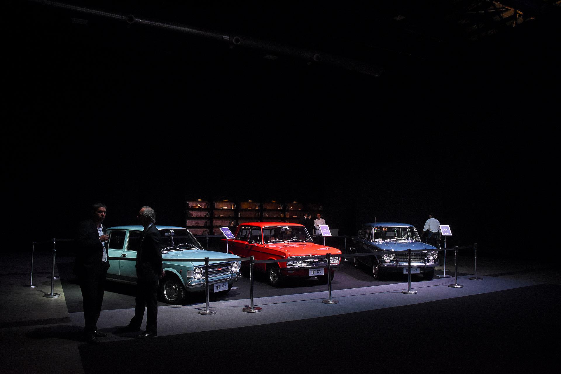 Más de 400 invitados participaron de un cóctel previo, rodeados de autos históricos y actuales de la marca, y un concept, el Fïat Fastback, que resaltaron la evolución de la industria en el país. Entre los modelos exhibidos se destacaban el Fiat Victoria de 1903; los fabricados en 1938, como el Fiat 1500 Berlina, los que circulan por las calles en nuestros días, y el Fiat Fastback, un adelanto del futuro SUV de la marca