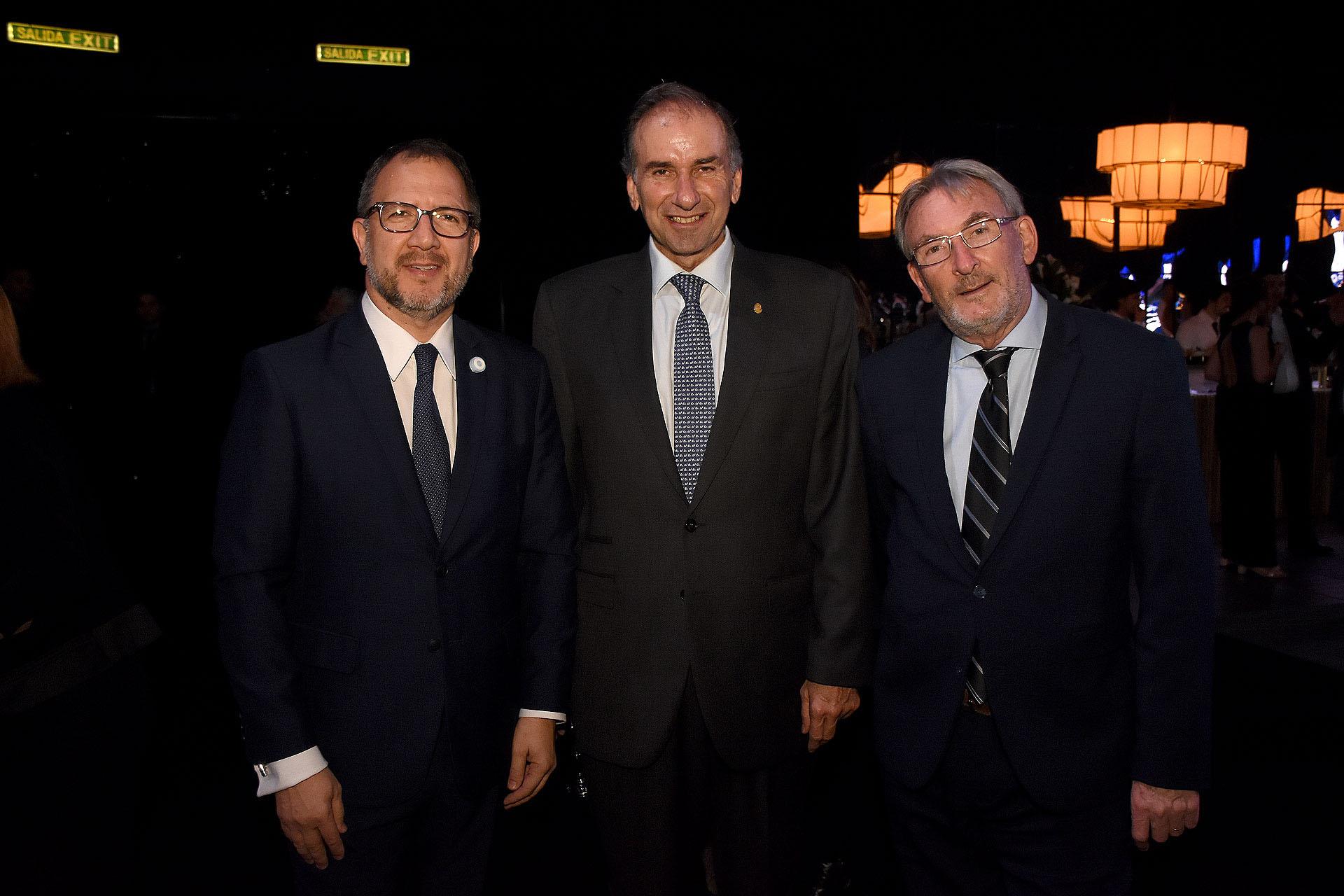 Fabián Perechodnik junto al senador Humberto Schiavoni y a Guillermo Yanco