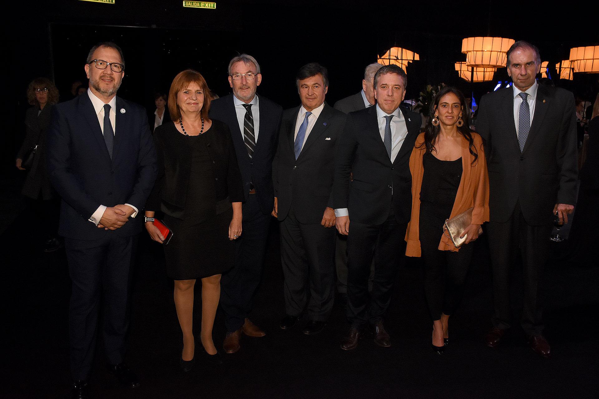 Fabián Perechodnik, Patricia Bullrich, Guillermo Yanco, Daniel Pelegrina, Nicolás Dujovne y su mujer, y Humberto Schiavoni
