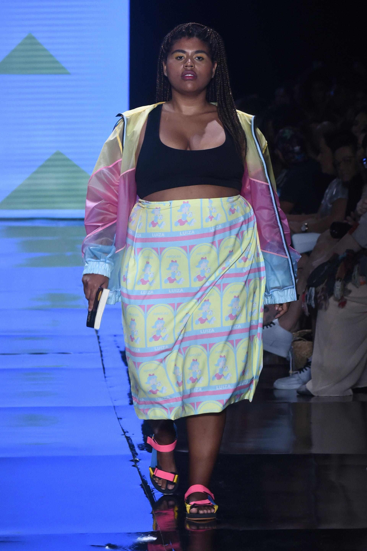 Luiza Nobel, la cantante y modelo plus size en plena pasarela (Baba).