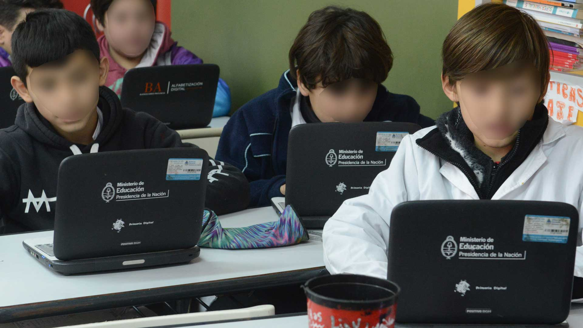 #DEF-Educacion-Computadoras-Interior-III