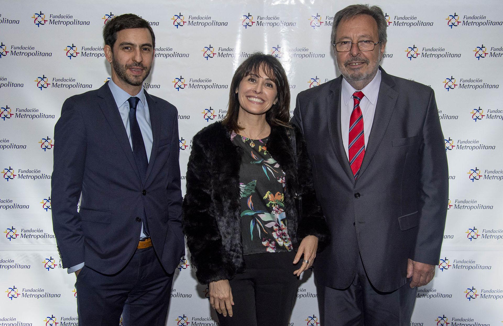 Diego Campal junto a Paula Córdoba, gerente de Políticas Públicas (Servicios Web) Cono Sur para Amazon, y Pedro Del Piero