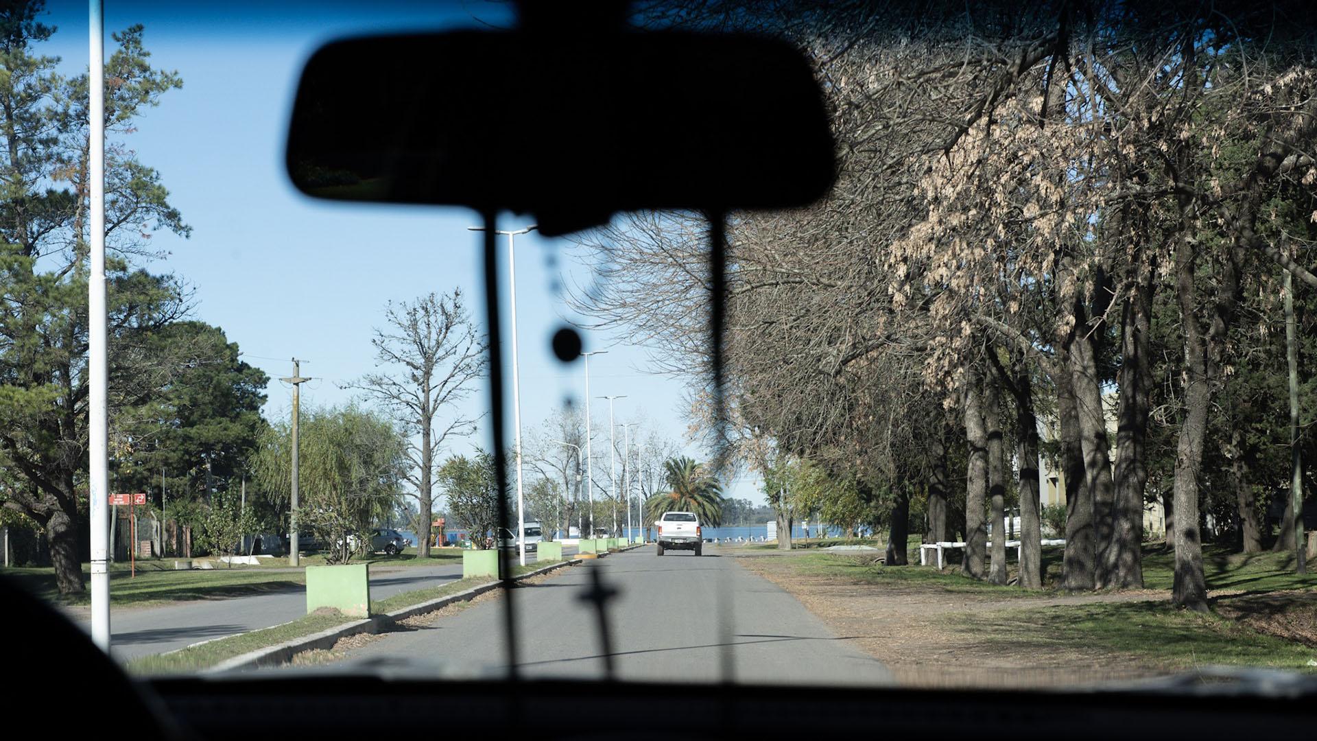 La avenida Almirante Brown que conecta la Ruta 3 con el paseo de la costanera. Este trayecto es el que se distingue en el video de la persecución. Los vehículos iban desde la Laguna hacia el norte