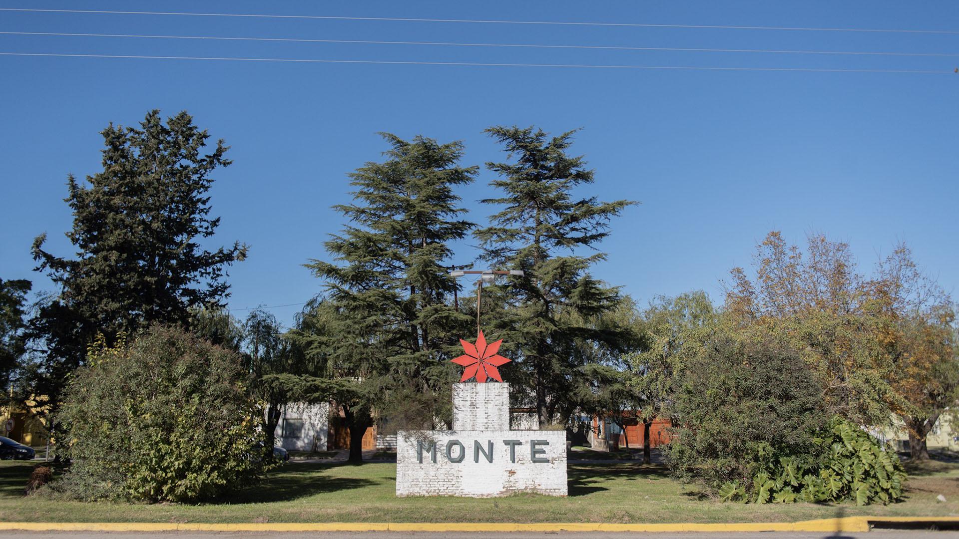 San Miguel del Monte es una ciudad de aproximadamente de 30 mil habitantes ubicada en el interior de la provincia de Buenos Aires, sobre la margen izquierda del río Salado del sur, a 107 kilómetros y una hora y media de viaje del área metropolitana. Es la ciudad cabecera del partido homónimo y se la suele llamar habitualmente Monte