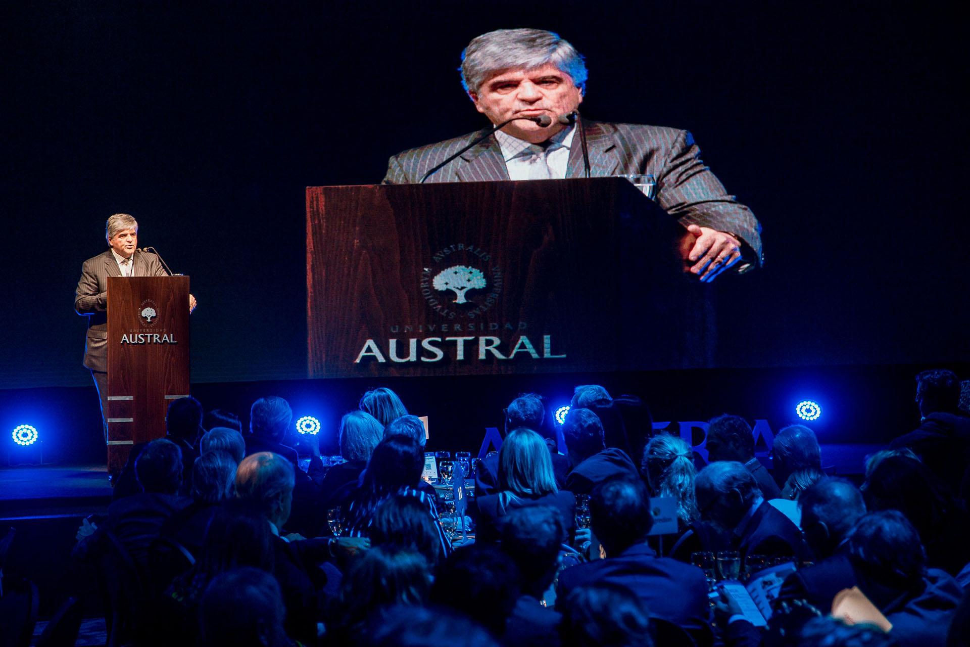 Miguel Gutiérrez, presidente de YPF y alumni del IAE Business School, fue el orador invitado