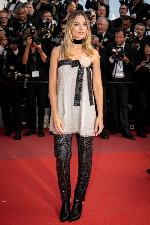 Con un diseño dos piezas de Chanel, de la colección 2011.