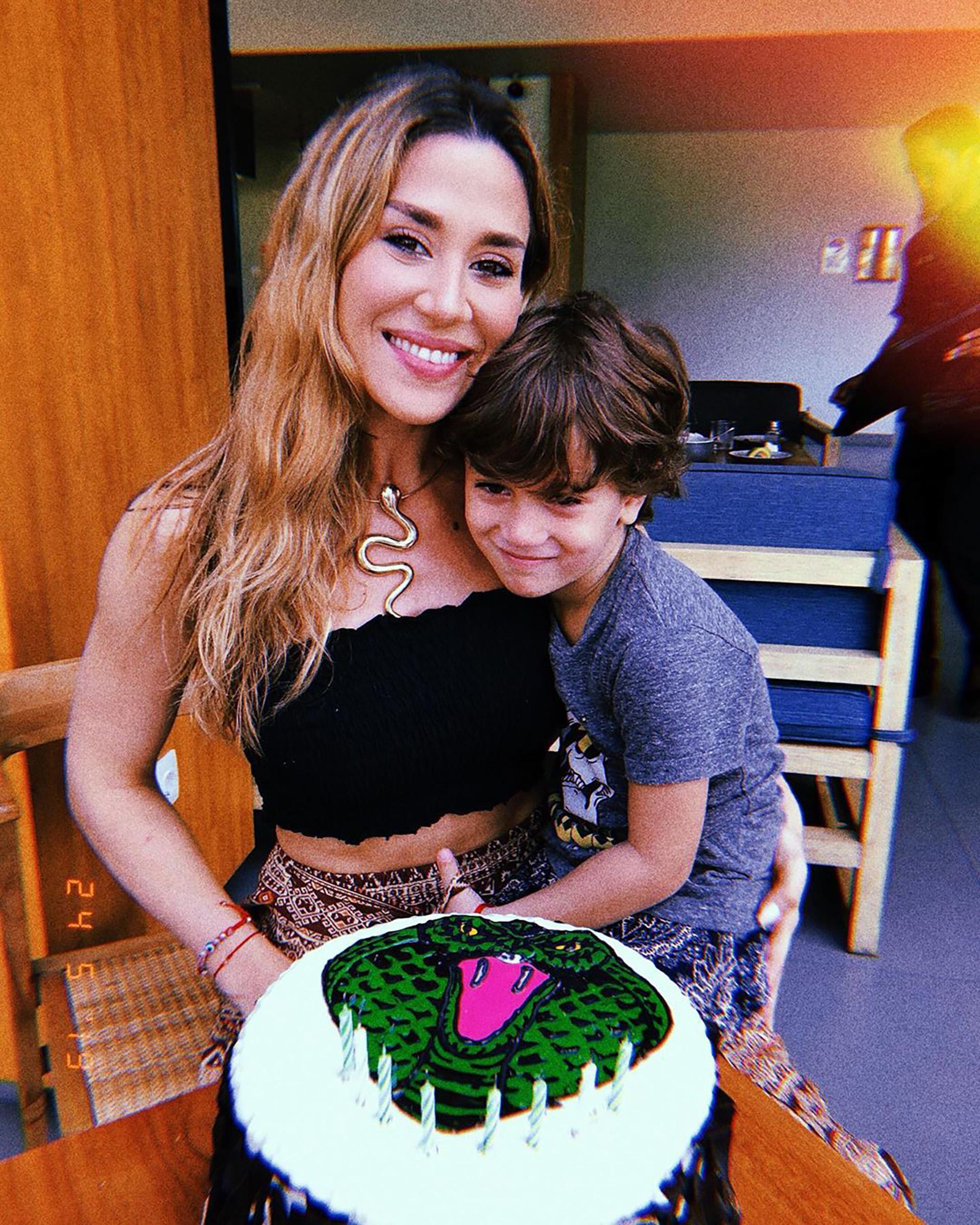 """Jimena Barón festejó sus 32 años en Indonesia acompañada por su hijo, Momo. TambiénconMarley y Mirko, ya que están rodando """"Por el mundo"""" en Bali (Foto: Instagram)"""