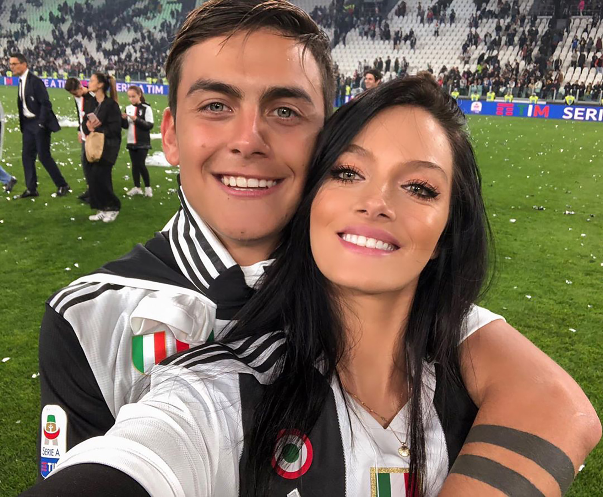 Oriana Sabatini, muy enamorada, acompañó a Paulo Dybala en los festejos del nuevo scudetto de la Juventus (Foto: Instagram)