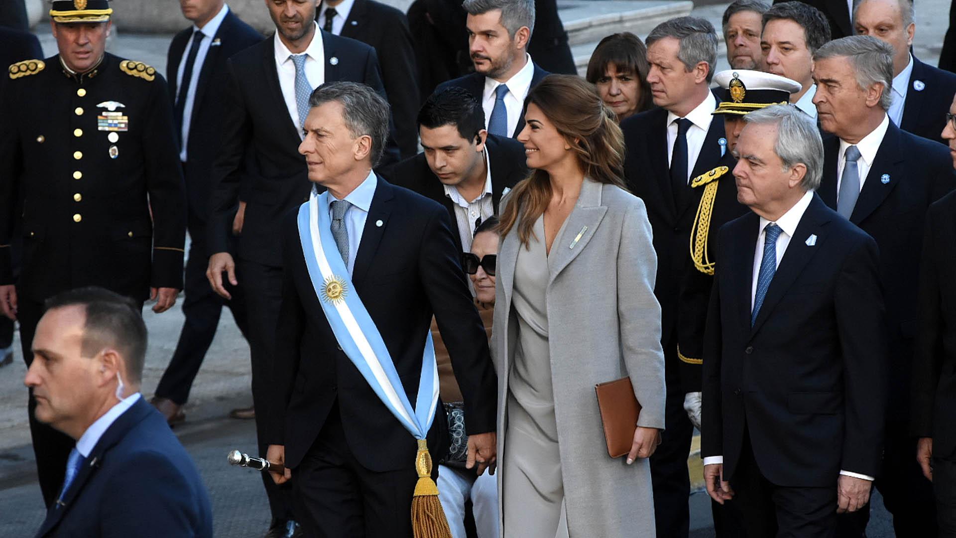 El presidenta Mauricio Macri arribó la Catedral Metropolitana de la mano de su mujer, Juliana Awada