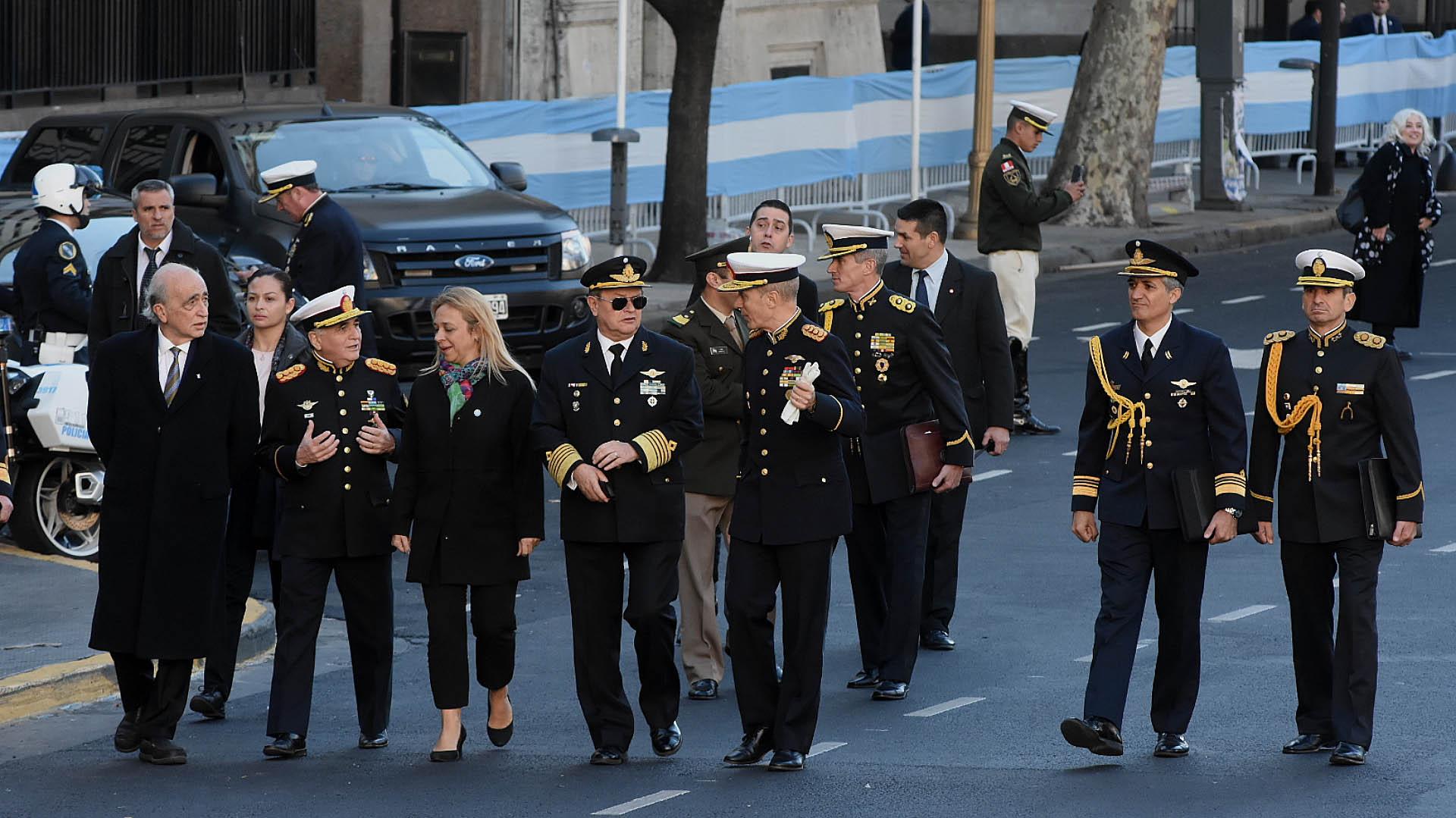 Los altos mandos militares también se hicieron presentes en la misma conmemorativa del 25 de Mayo