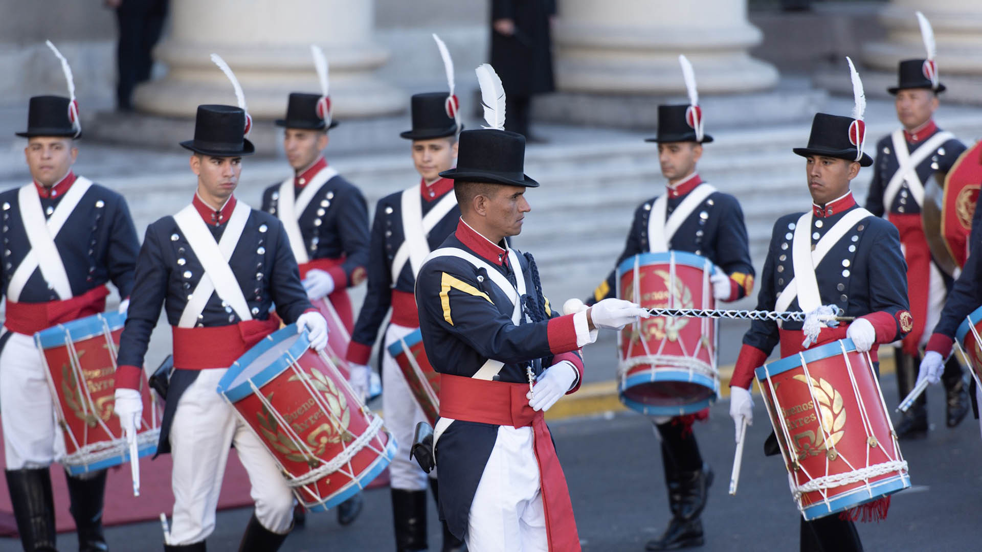 Los granaderos estuvieron a cargo de la musicalización del himno nacional