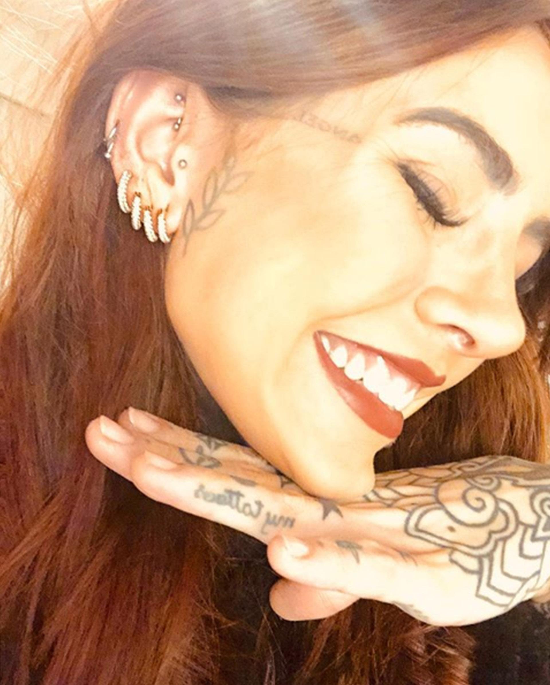 """La selfie de Cande Tinelli, con sus alhajas de Swarovski. En estos días dejó un mensaje conmovedor en las redes sociales por la lucha contra los trastornos alimenticios. """"Estoy para lo que necesiten, siempre"""", les dijo a sus seguidores (Foto: Instagram)"""