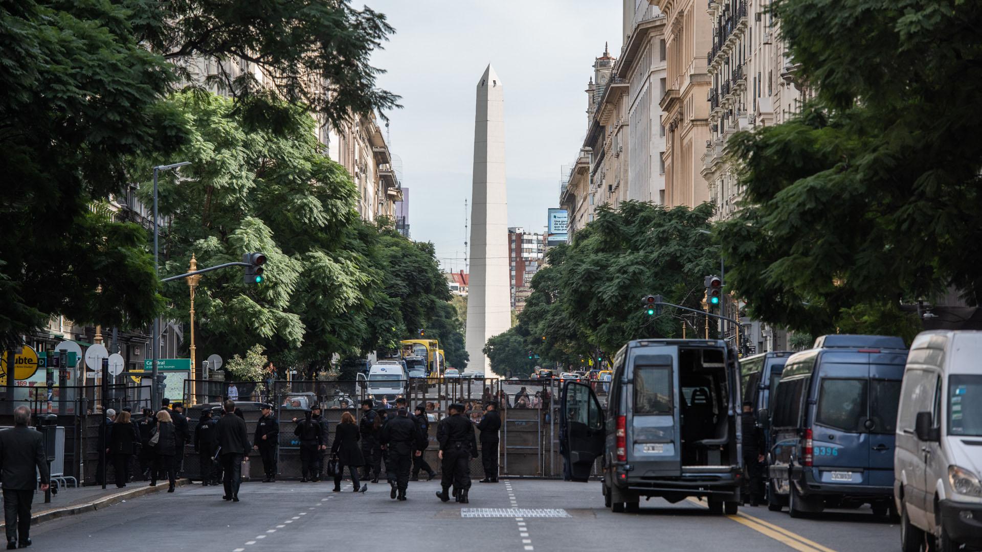 El tránsito en las calles y avenidas linderas a la Catedral Metropolitana estuvo cerrado