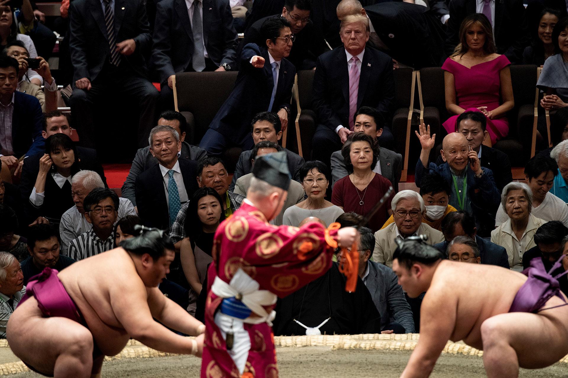 Fue el acto final de un evento que había atraído gran atención en Japón, por lo inusual de la presencia de un gobernante estadounidense, y formó parte de las actividades programadas durante la visita oficial que Trump comenzó este sábado y concluirá el martes