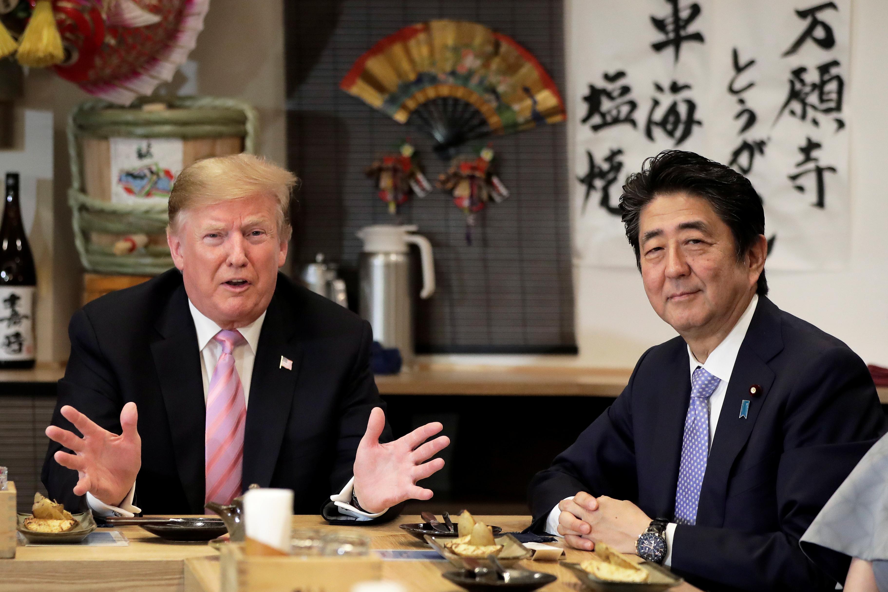 """""""Me gustaría dar las gracias. Fue una velada increíble en elsumo"""", se entusiasmó Donald Trump más tarde, en un restaurante con su esposa y la pareja Abe. """"Es un deporte muy antiguo y siempre quise versumo"""""""