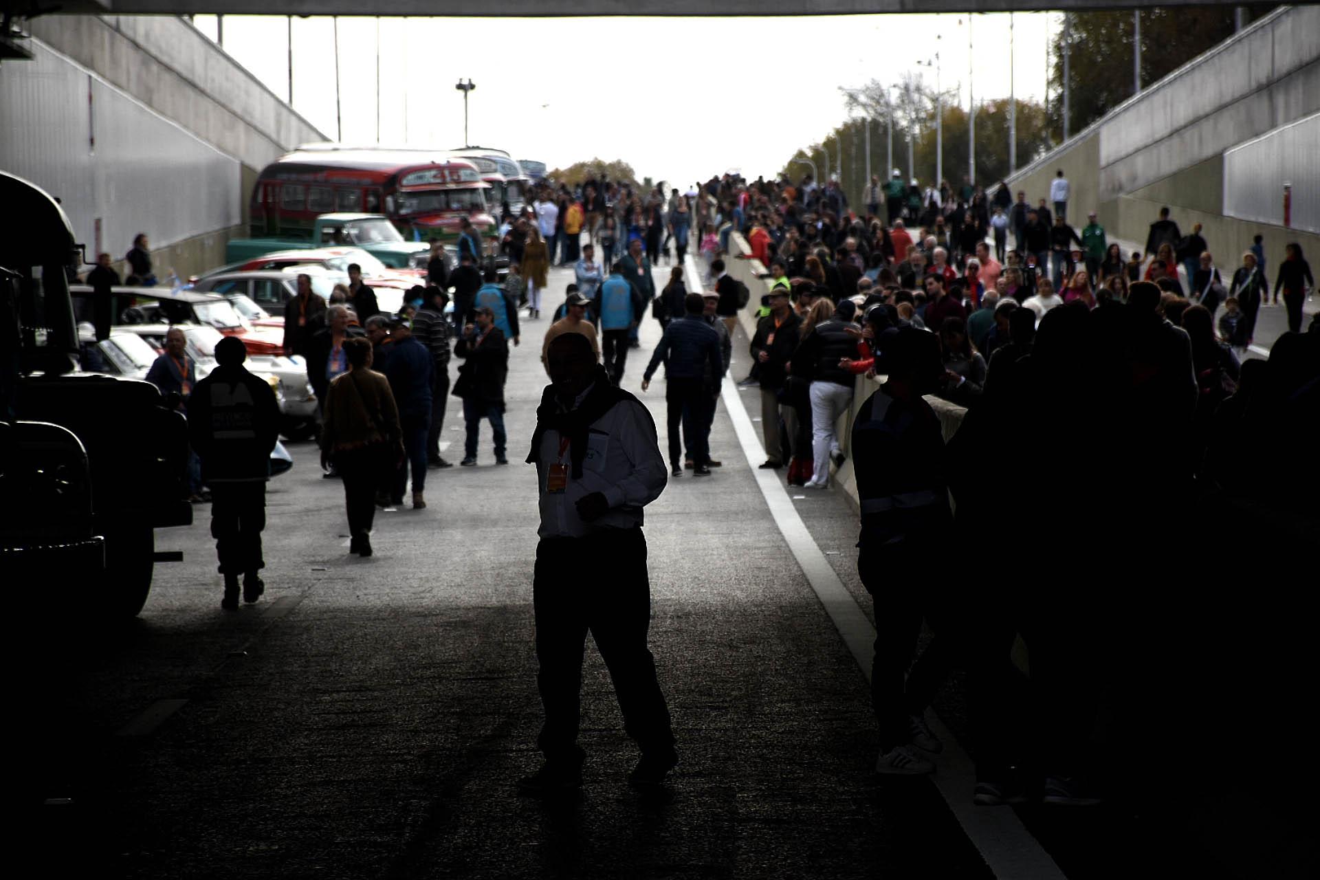 A partir de un sorteo de Participación Ciudadana 15 vecinos pudieron pasear con el piloto de TC, Juan María Traverso