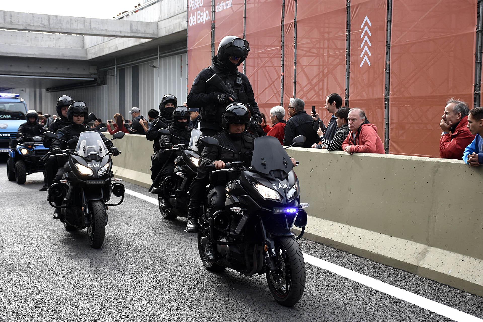 La Policía de la Ciudad no perdió la oportunidad de mostrar también sus vehículos