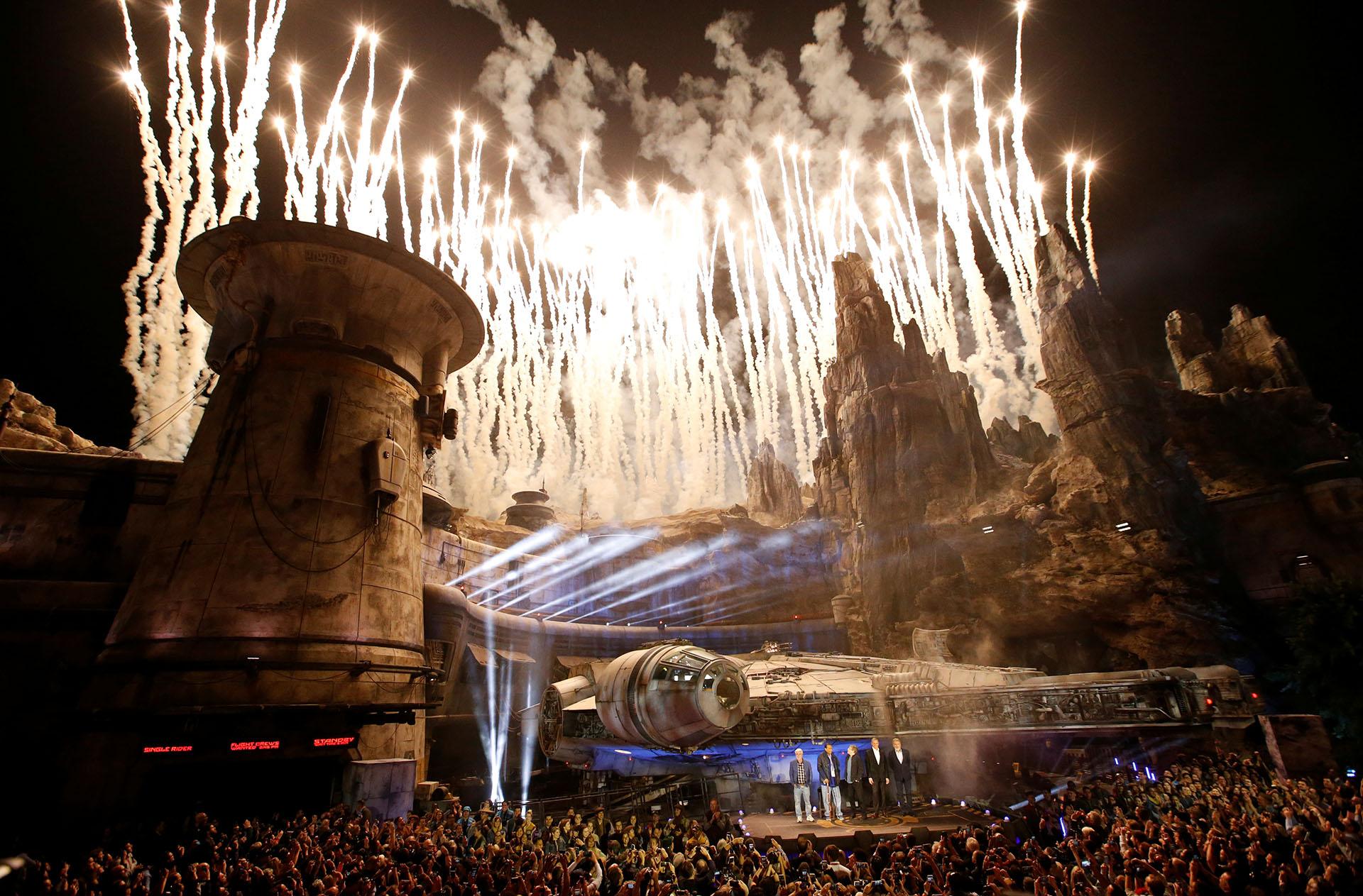 """La presentación de """"Star Wars: Galaxy's Edge"""" en Disneyland Park el 29 de mayo de 2019 (REUTERS/Mario Anzuoni)"""