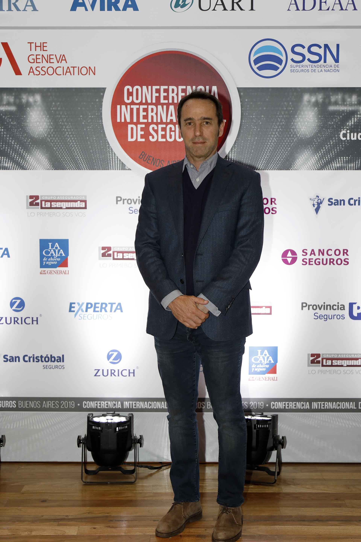 Marcos Galperín, CEO de Mercado Libre. El encuentro fue convocado por la Asociación de Compañías Argentinas de Seguros (AACS), la Asociación de Aseguradoras del Interior de la República Argentina (ADIRA), la Asociación Civil de Aseguradores de Vida y Retiro de la República Argentina (AVIRA), la Unión de Aseguradoras de Riesgos del Trabajo (UART), la Asociación de Aseguradores Argentinos (ADEAA) y la Asociación Argentina de Cooperativas y Mutualidades de Seguros (AACMS) con el auspicio de la Asociación de Ginebra y el apoyo de la Superintendencia de Seguros de la Nación