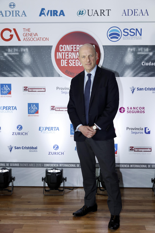 El analista político, Sergio Berensztein, ofició de moderador