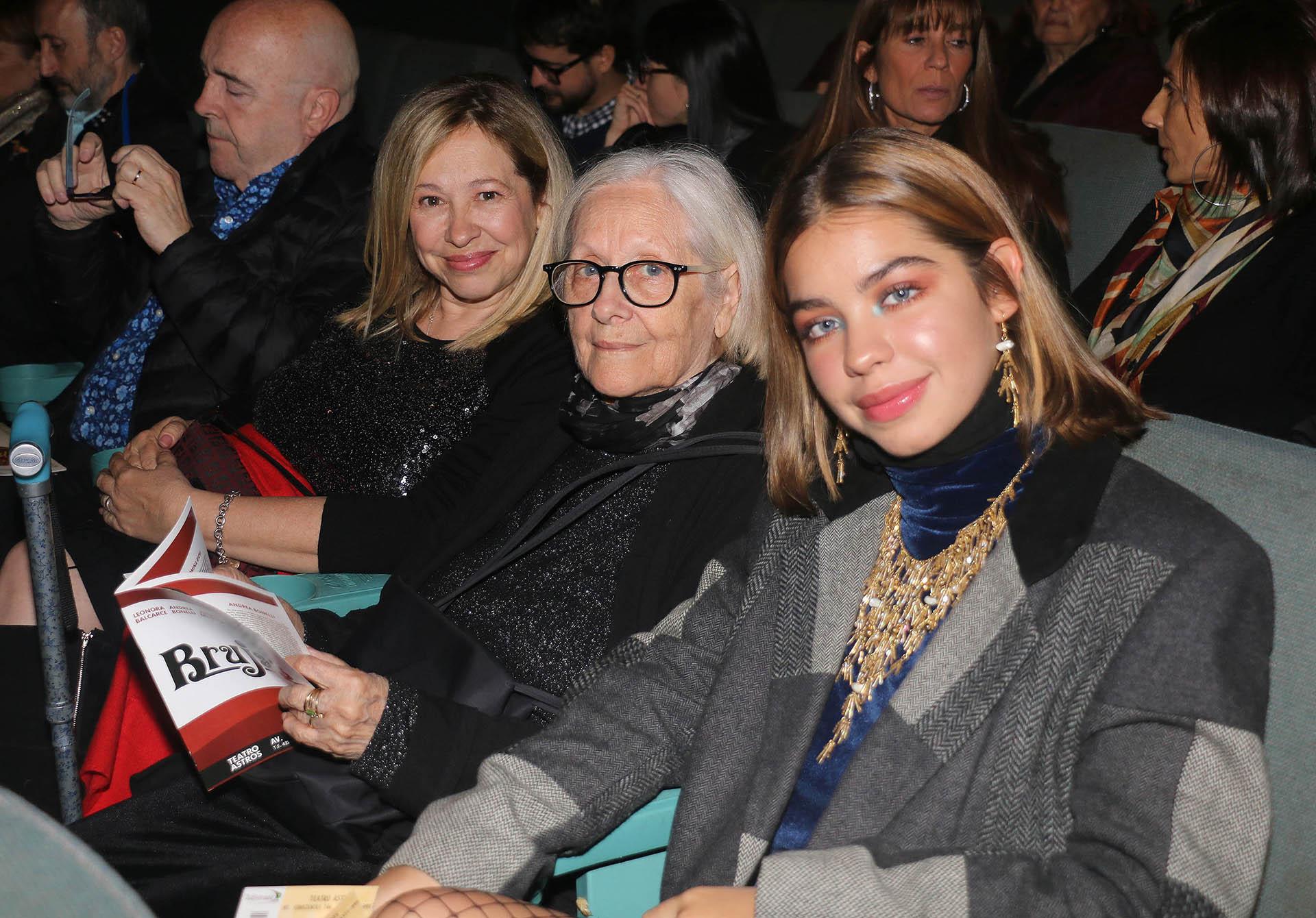 La familia de Andrea del Boca se sentó en la fila 4: estuvieron su madre Ana María, su hermana Anabella y su cuñado Enrique Torres