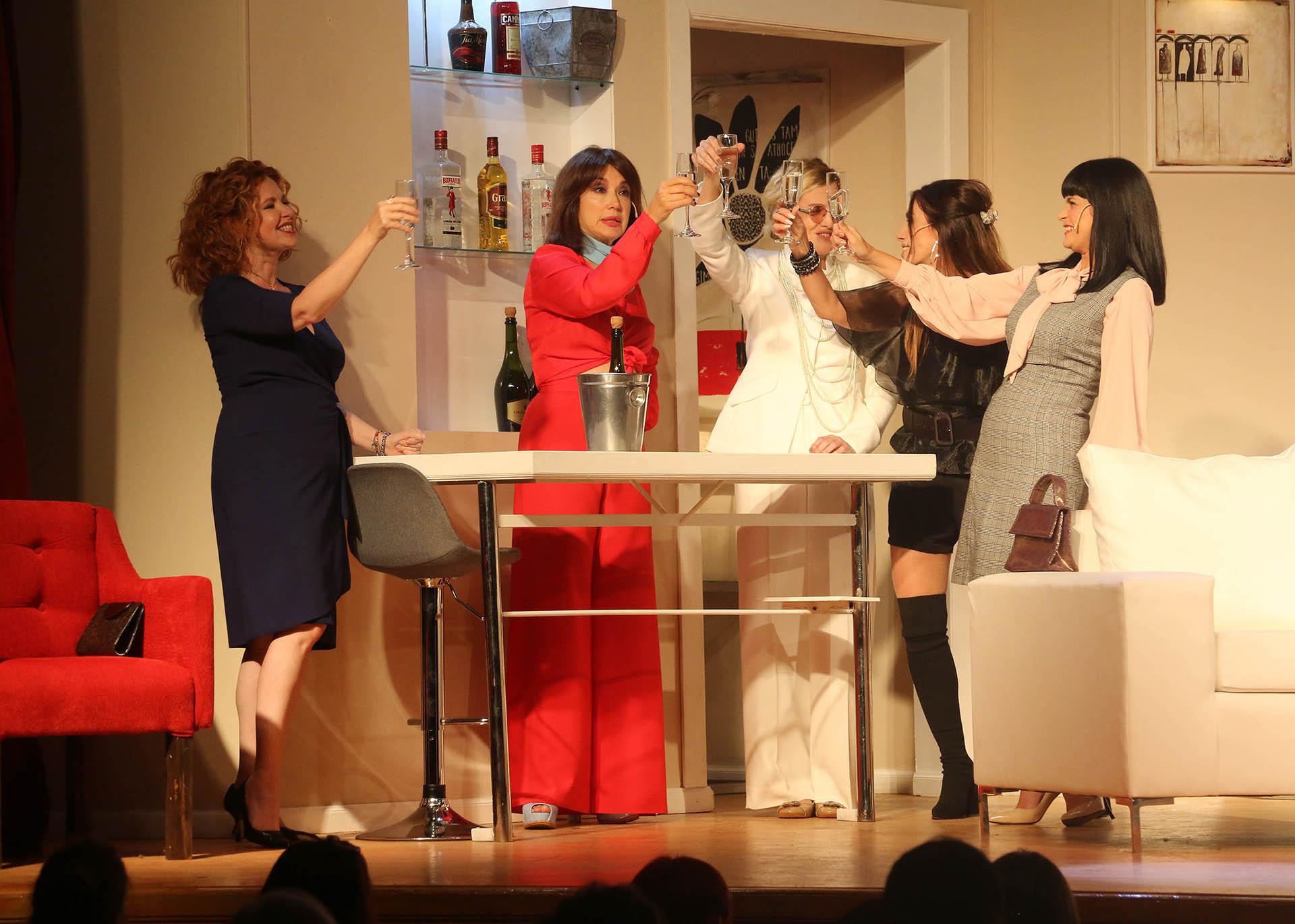 """Se reestrenó """"Brujas"""" con nuevo elenco: Leonora Balcarce, Andrea Bonelli, Andrea del Boca, Romina Richi y Viviana Saccone (Verónica Guerman/ Teleshow)"""
