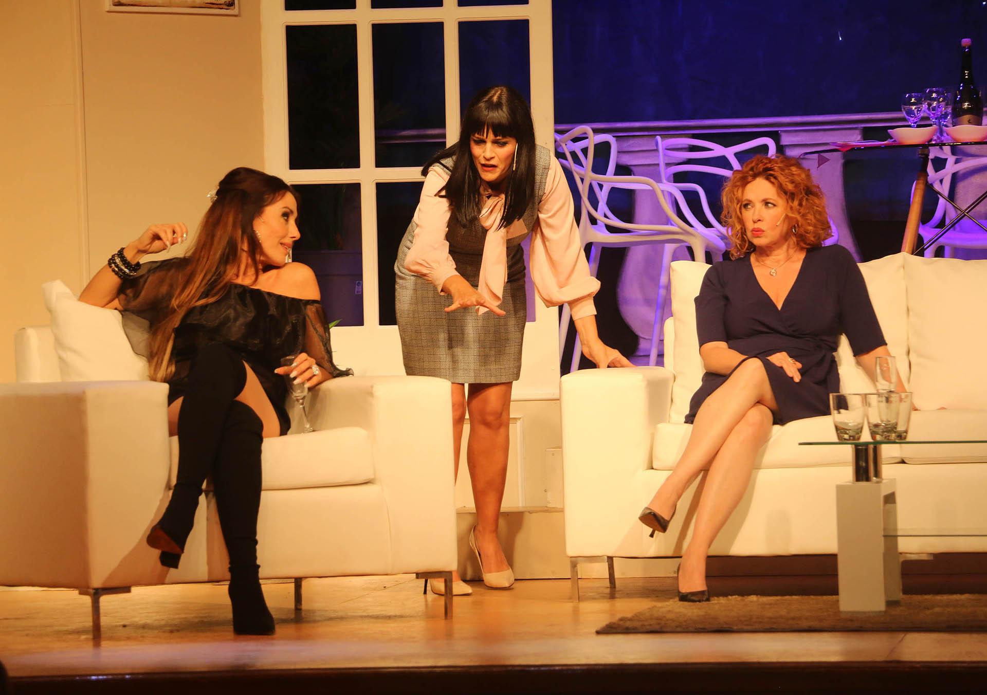 """""""Brujas"""" está de jueves a domingos en el Teatro Astros"""