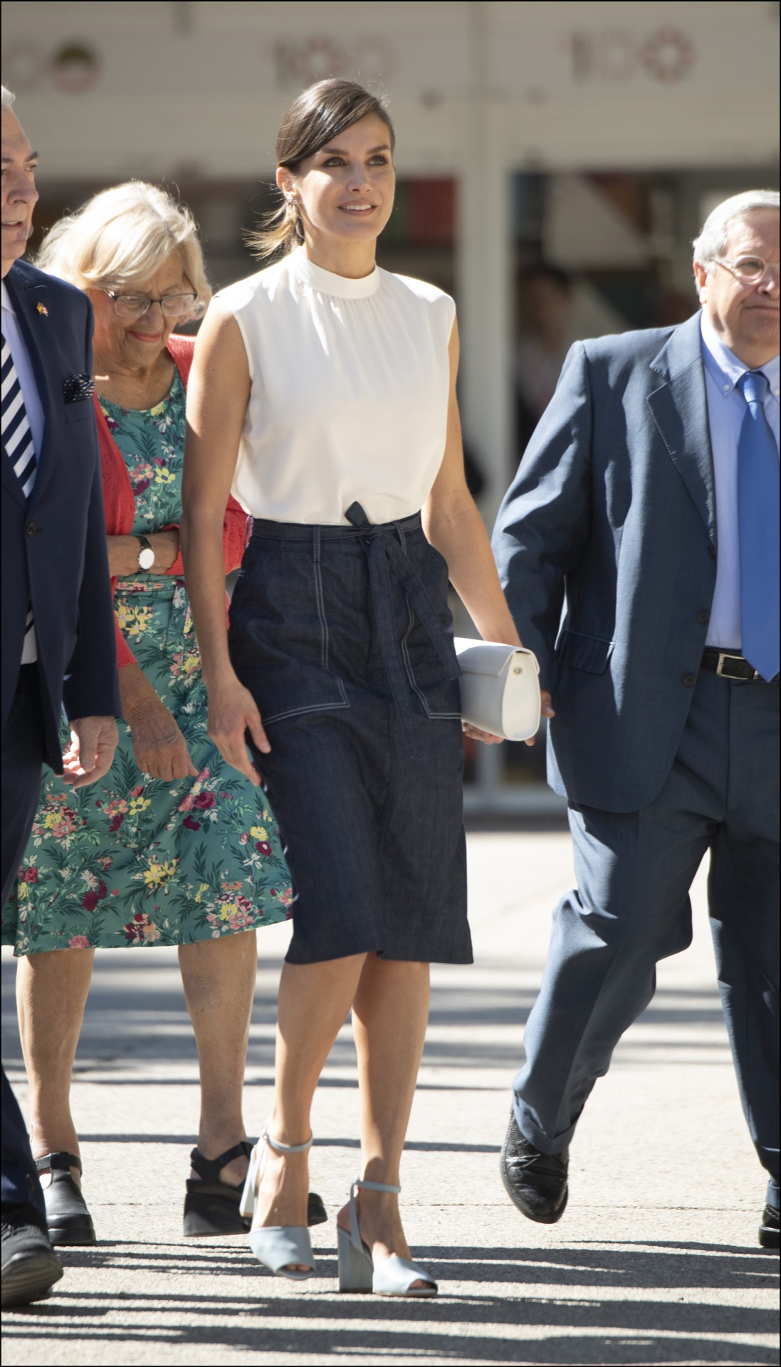 Muy canchero el look working day de Letizia.
