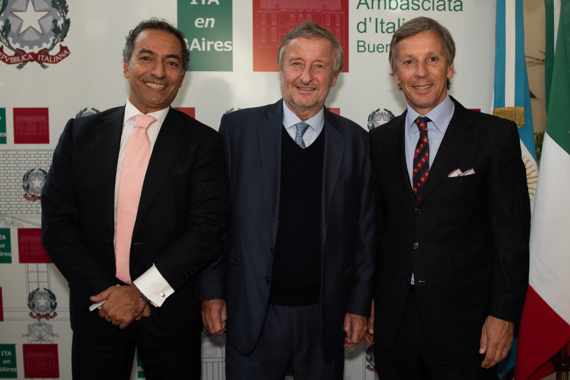 El embajador de Portugal en la Argentina, Joao Ribeiro de Almeida, junto a los empresarios Cristiano Rattazzi y Alejandro Gravier