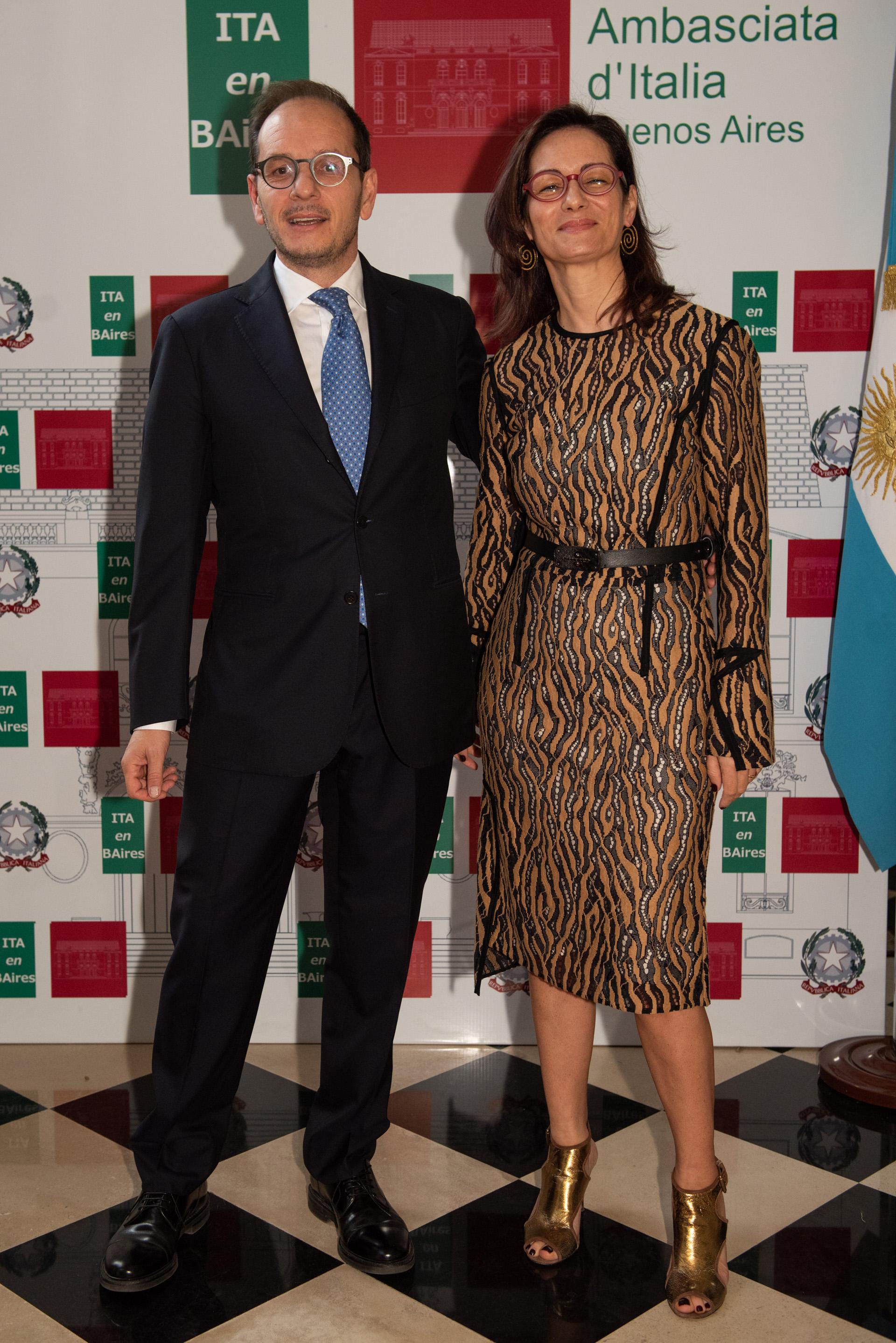 El embajador de Italia en la Argentina, Giuseppe Manzo, y su mujer Alma Hado dieron la bienvenida a cada uno de los invitados al festejo por el Aniversario del Día de la RepúblicaItaliana