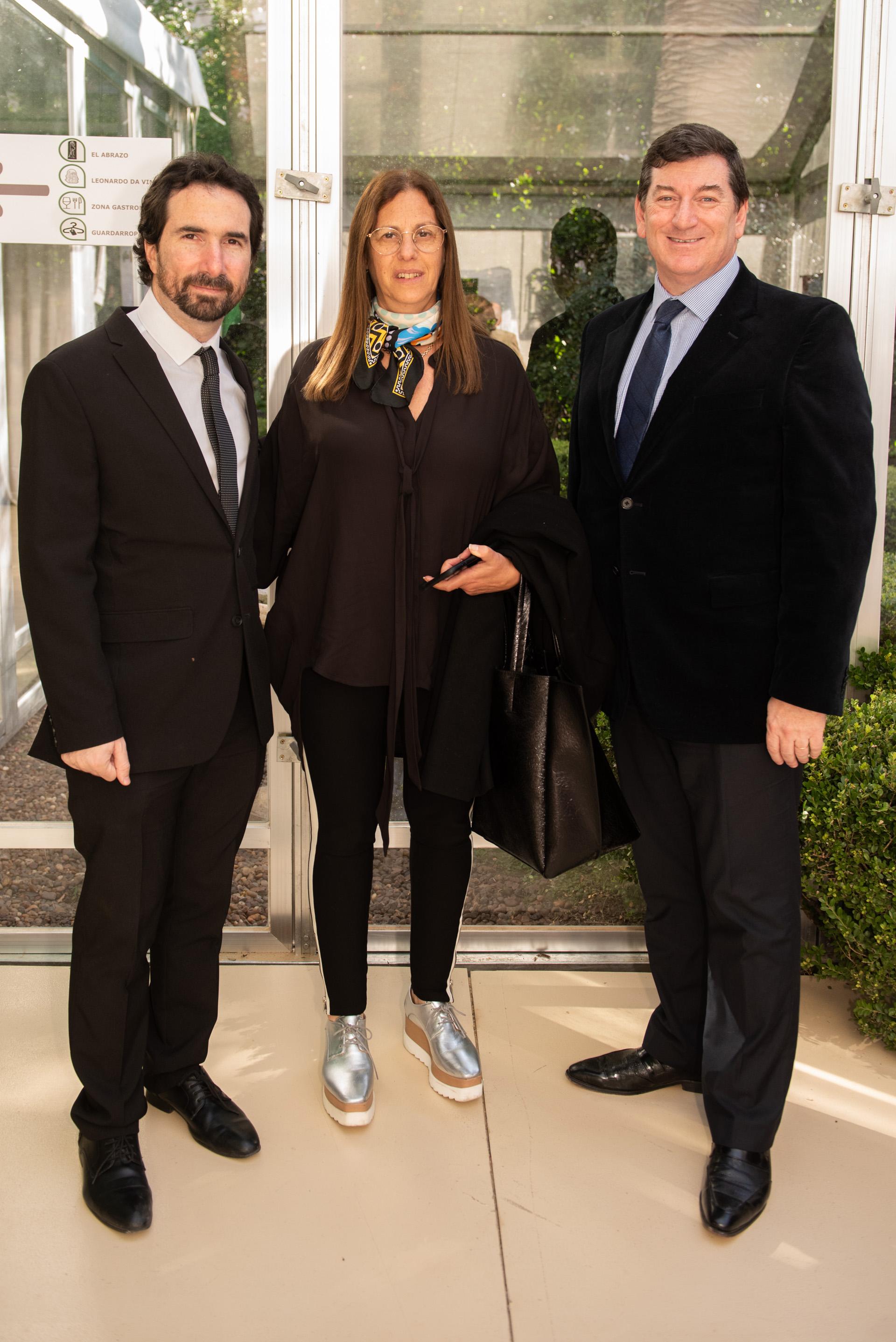 Fabiana Mindlin y Jonathan Karszenbaum, directores del Museo del Holocausto de Buenos Aires, junto a Ariel Gelblung, representante del Centro Wiesenthal para América Latina