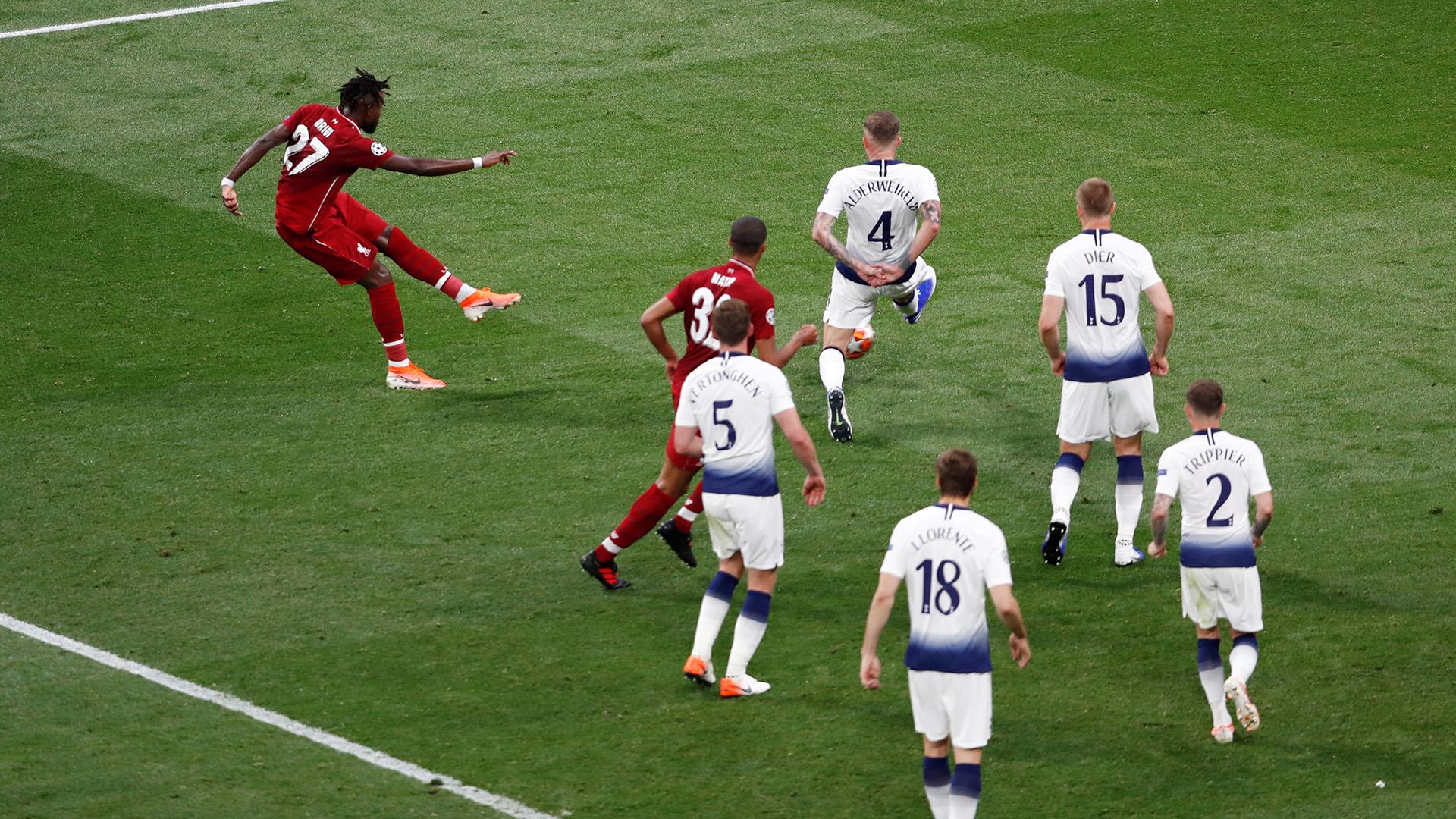 El remate cruzado de Divock Origi que se convirtió en el 2-0 (REUTERS)