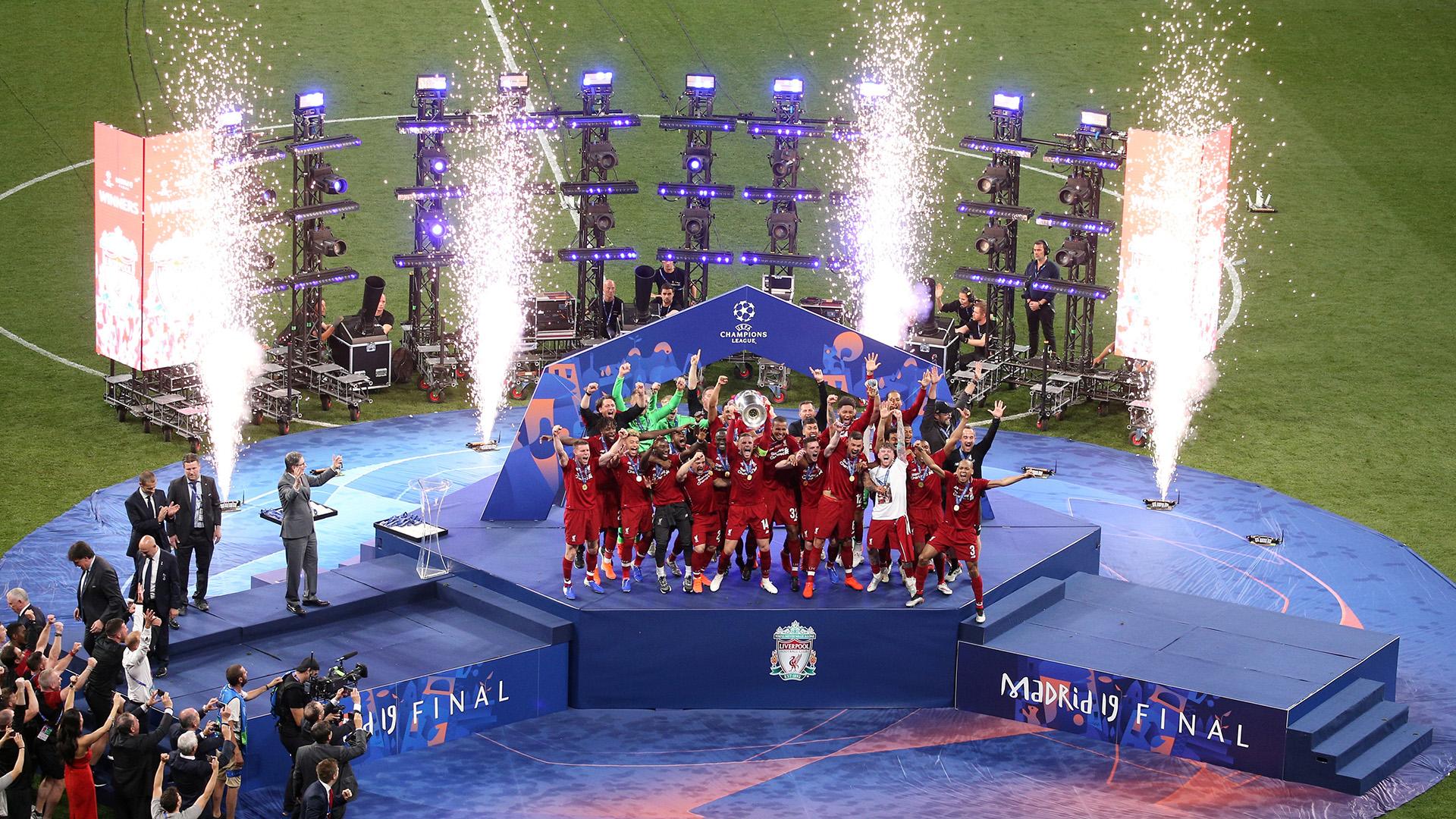 """El elenco """"Rojo"""" celebró el título tras haber caído en la final del año pasado ante Real Madrid(REUTERS)"""