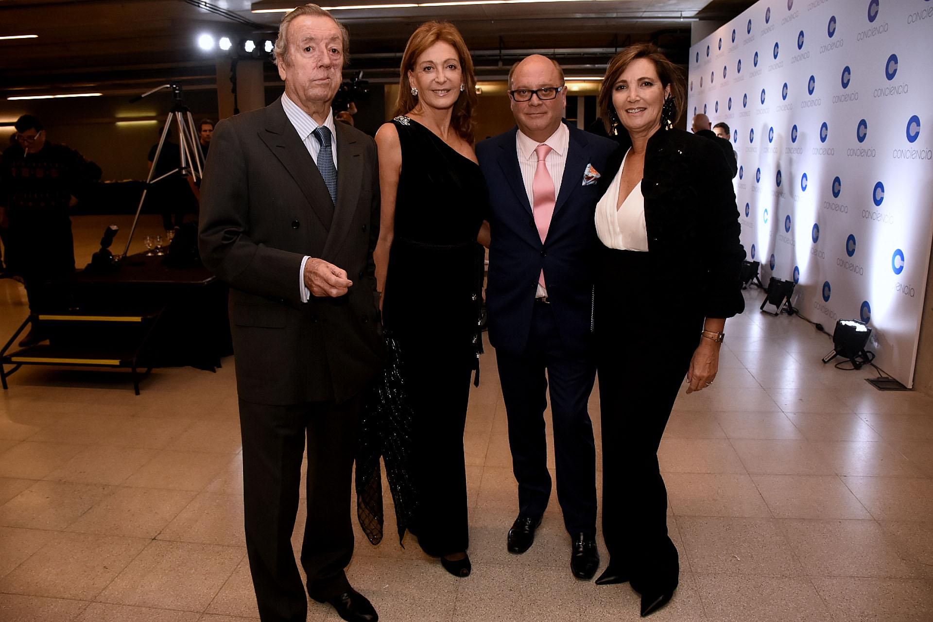 Bruno Quintana y Mariel Llorens de Quintana junto a Martín Cabrales y Dora Sánchez