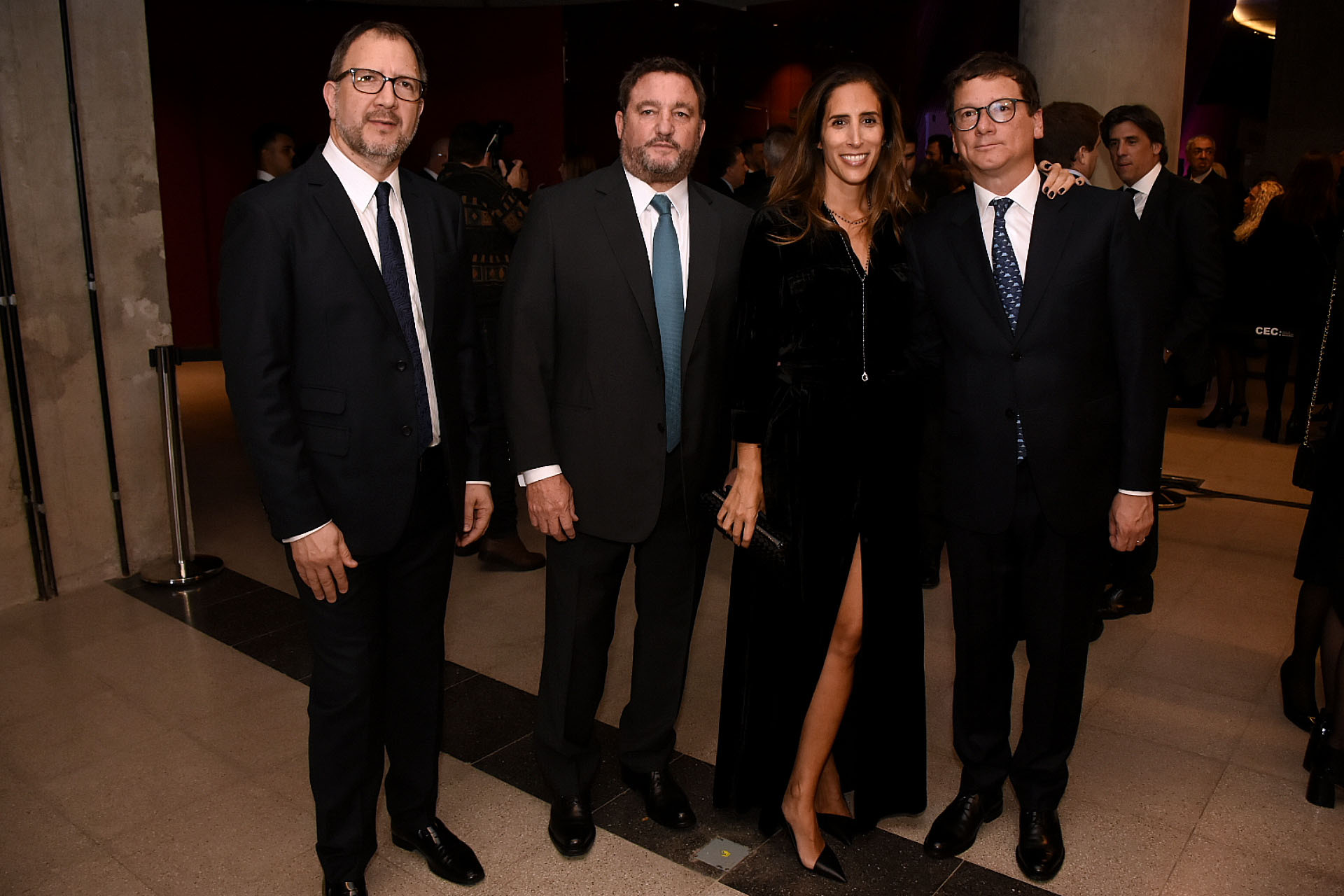 Fabián Perechodnik junto a Alejandro Macfarlane y el presidente de HSCBC Argentina, Gabriel Martino, junto a su mujer Florencia Perotti