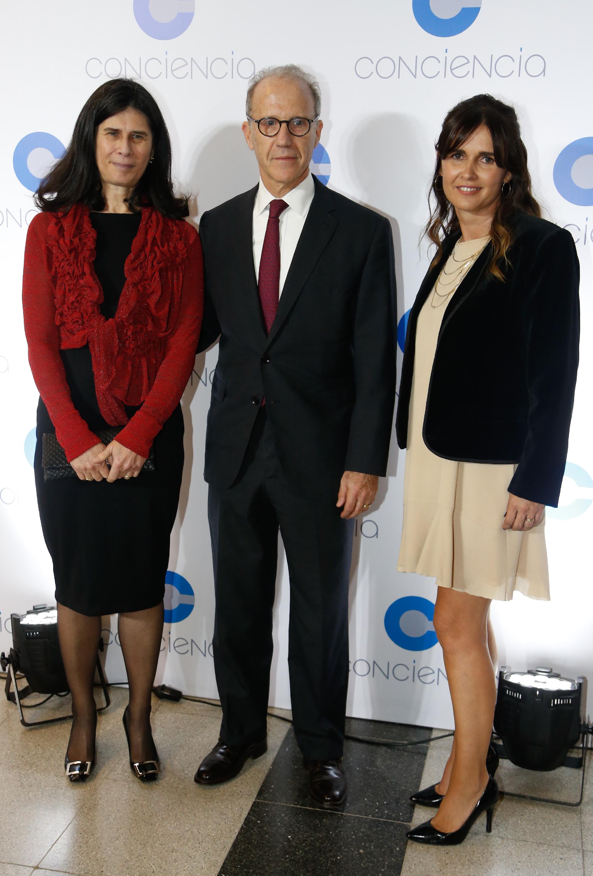 El presidente de la Corte Suprema, Carlos Rosenkrantz, y su mujer Agustina Cavanagh, junto a Beby Lacroze