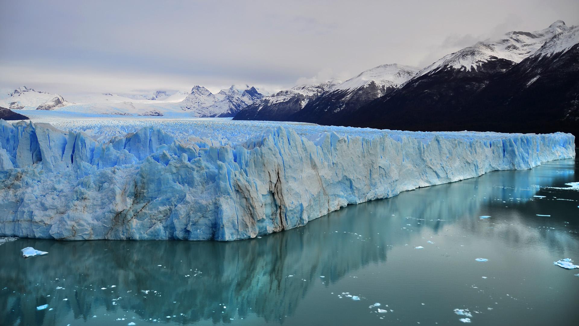 El área de losAndes del Norte de la Patagonia se extiende desde la cuenca del río Neuquén hasta las cuencas de los ríos Simpson, Senguerr y Chico en la provincia de Santa Cruz (foto del Glaciar Perito Moreno)