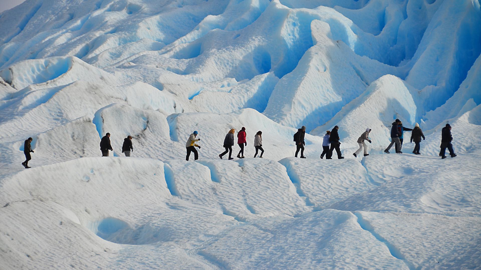 En los andes fueguinos cambia la orientación de la Cordillera en sentido oeste-este y disminuye considerablemente su altura (Foto del Glaciar Perito Moreno)