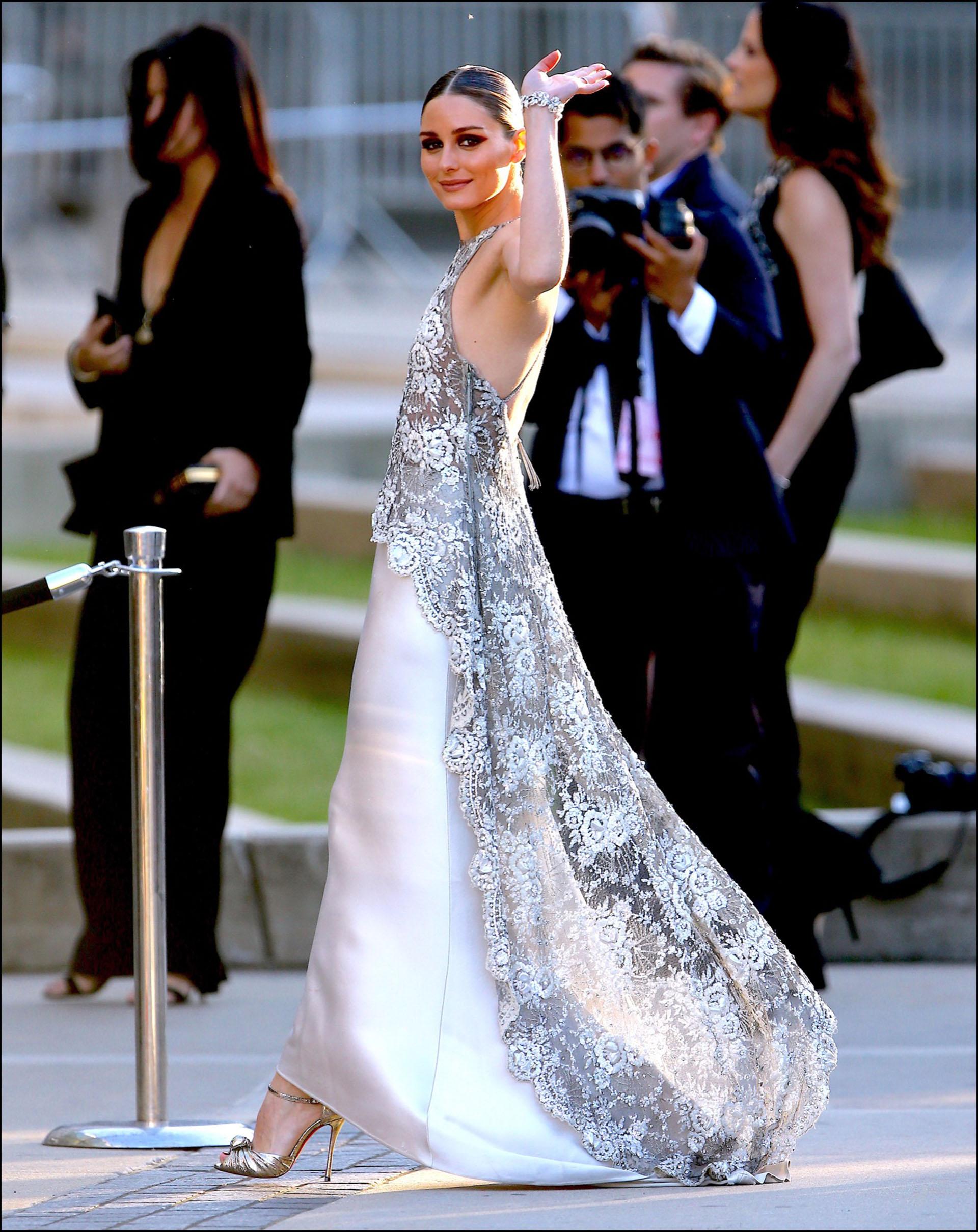 Olivia Palermocon vestido de Valentino.
