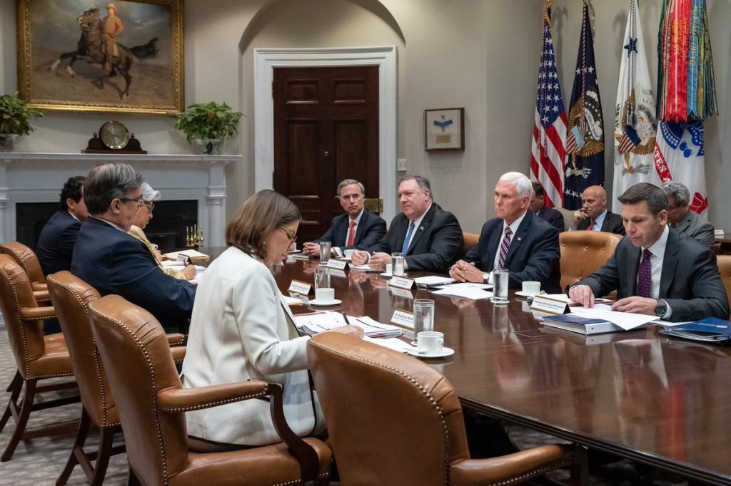 Las delegaciones mexicanas y estadounidenses durante la reunión en la casa Blanca (Foto: Twitter @VP)