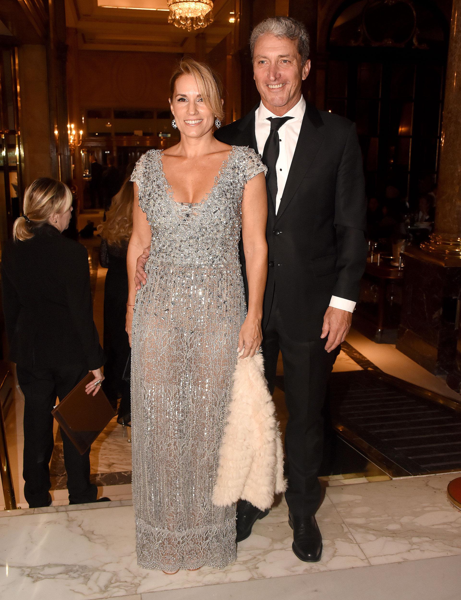 """El presidente de la Fundación DAR, José """"Pepe"""" Scioli, y su mujer Érica Blau, vestida por Ivana Picallo y zapatos de Ricky Sarkany"""