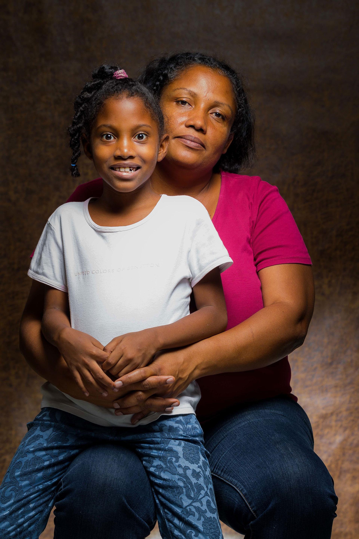 Encontrar el camino que las lleve a conseguir un donante para sus hijos es casi un imposible, pero no están dispuestas a renunciar (EFE)